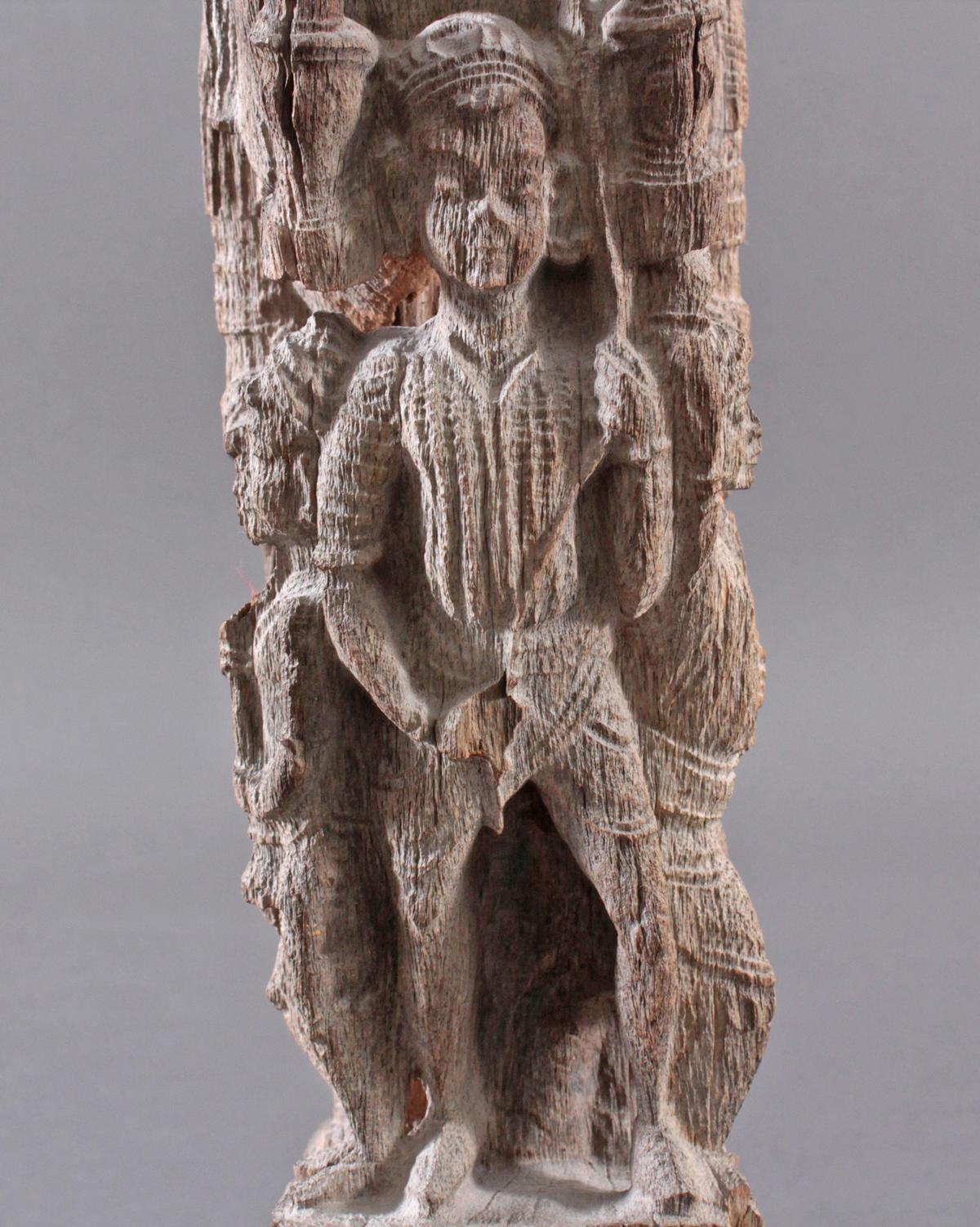Holzplastik eines Reiters auf einem Pferd, Indien wohl Orissa 15./16. Jh.-8