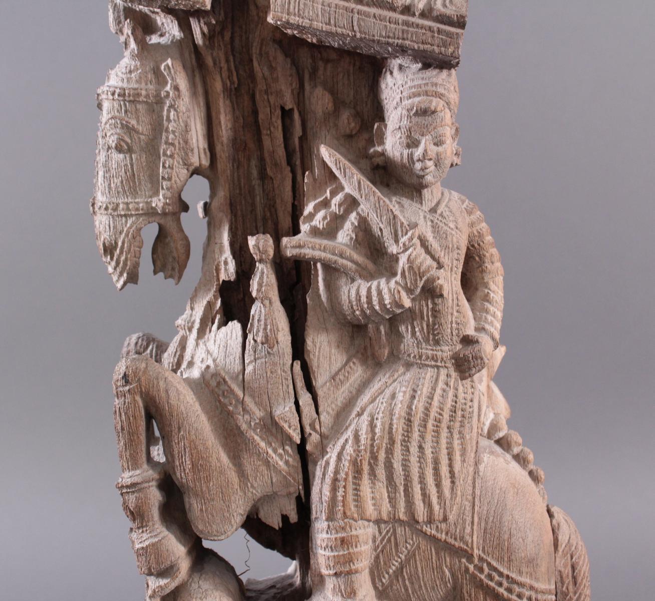 Holzplastik eines Reiters auf einem Pferd, Indien wohl Orissa 15./16. Jh.-9