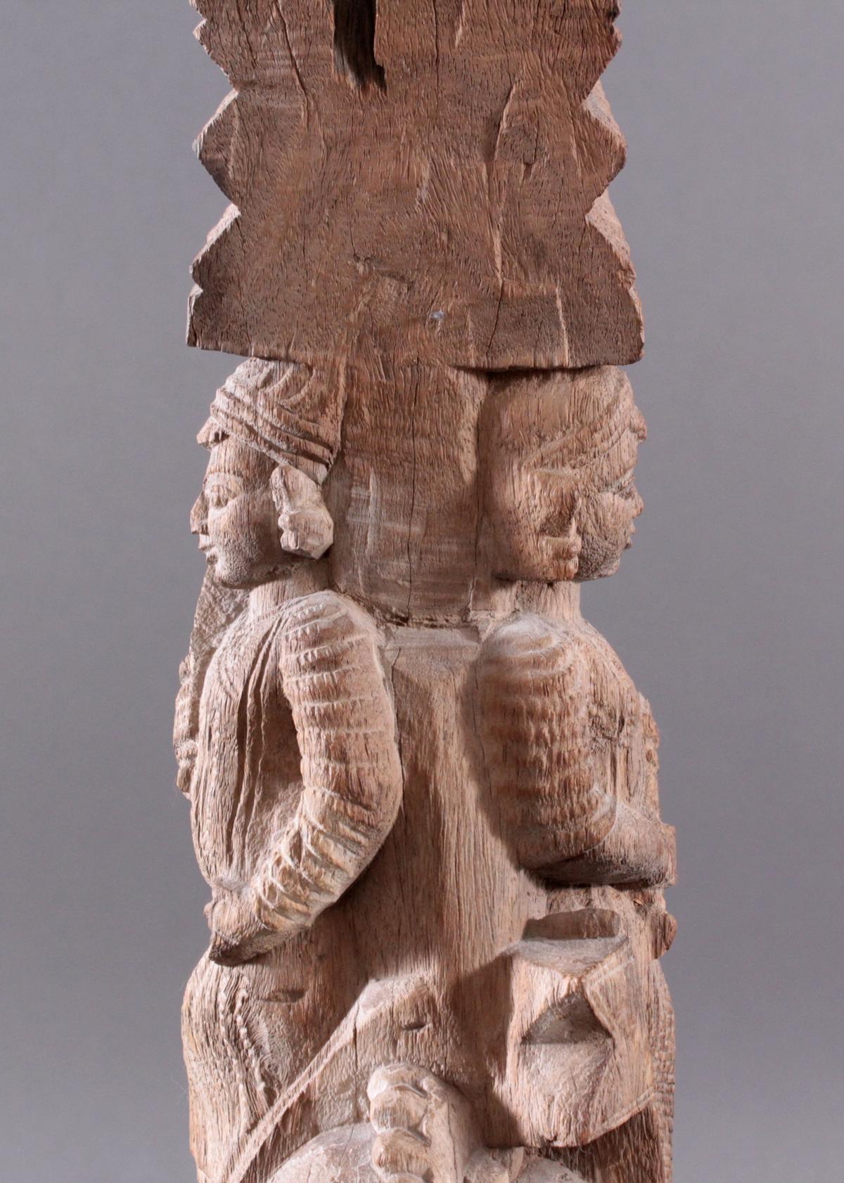 Holzplastik eines Reiters auf einem Pferd, Indien wohl Orissa 15./16. Jh.-11