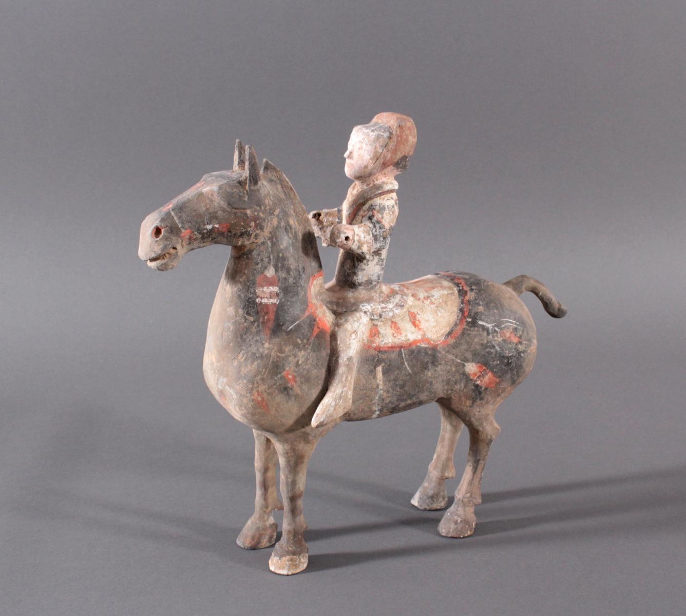 China Han-Dynastie, Pferd mit Reiter aus gebranntem Ton