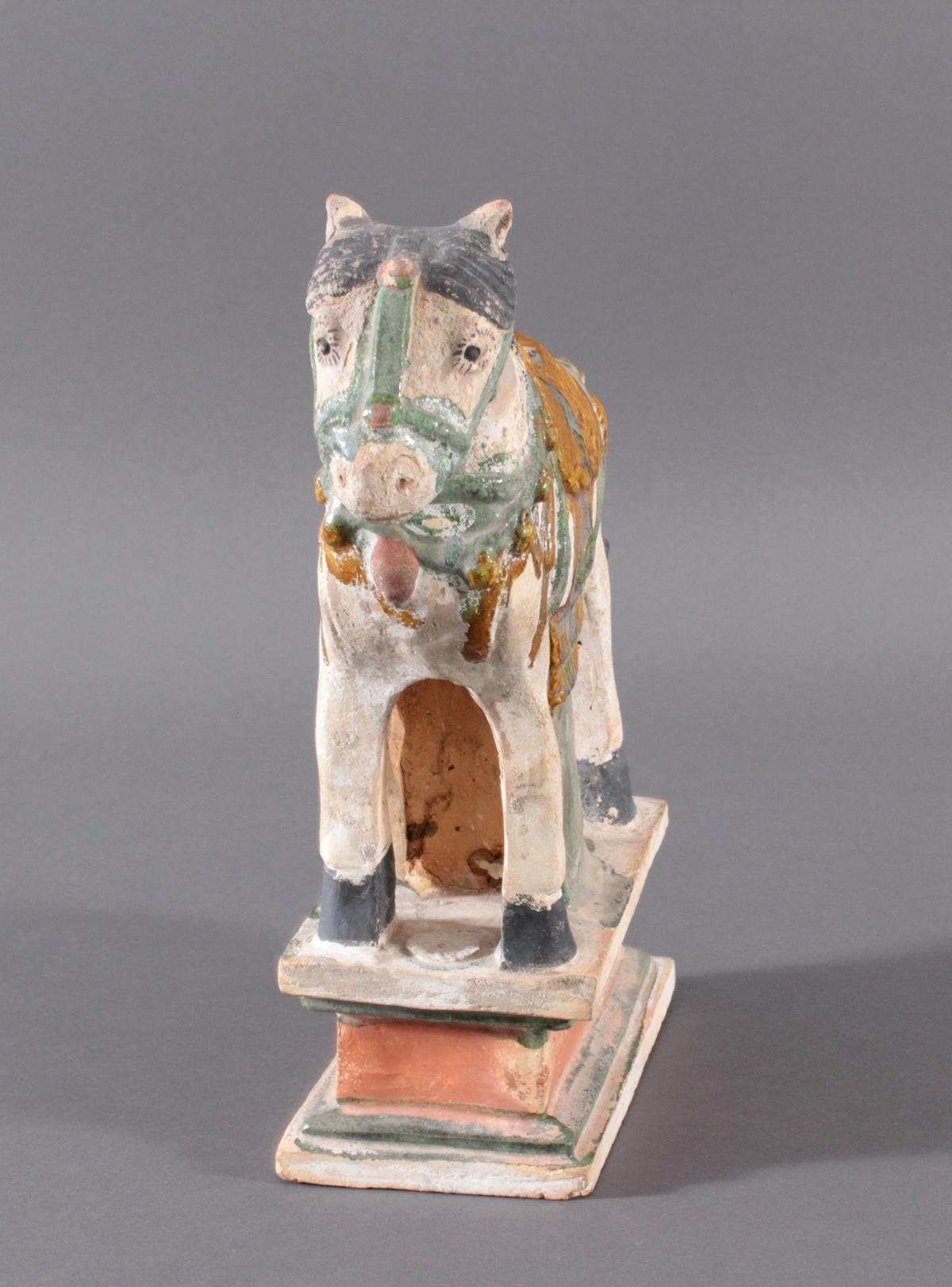 China Modell eines MING Pferdes auf Podest im Sancai Stil-2