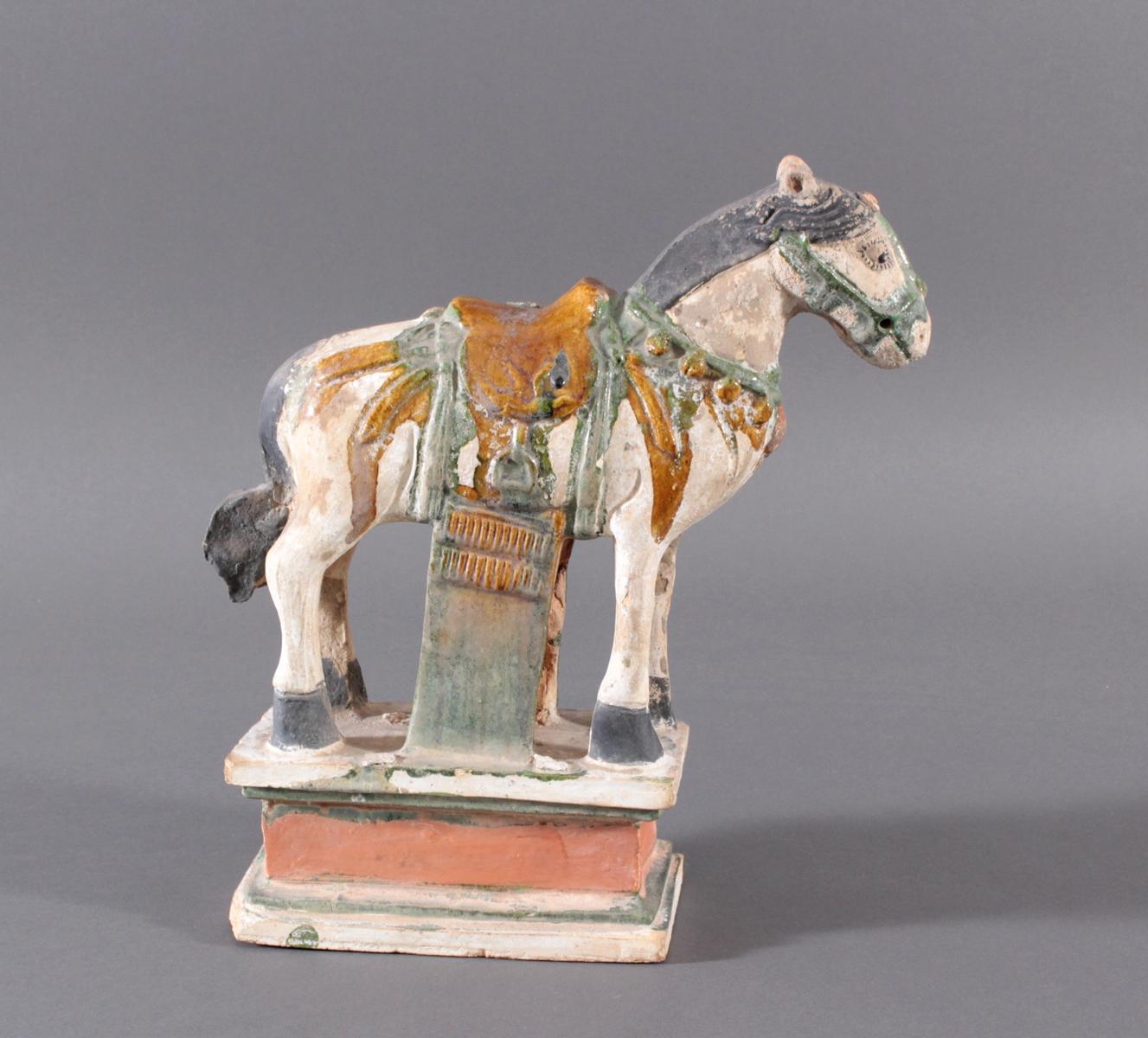 China Modell eines MING Pferdes auf Podest im Sancai Stil-3