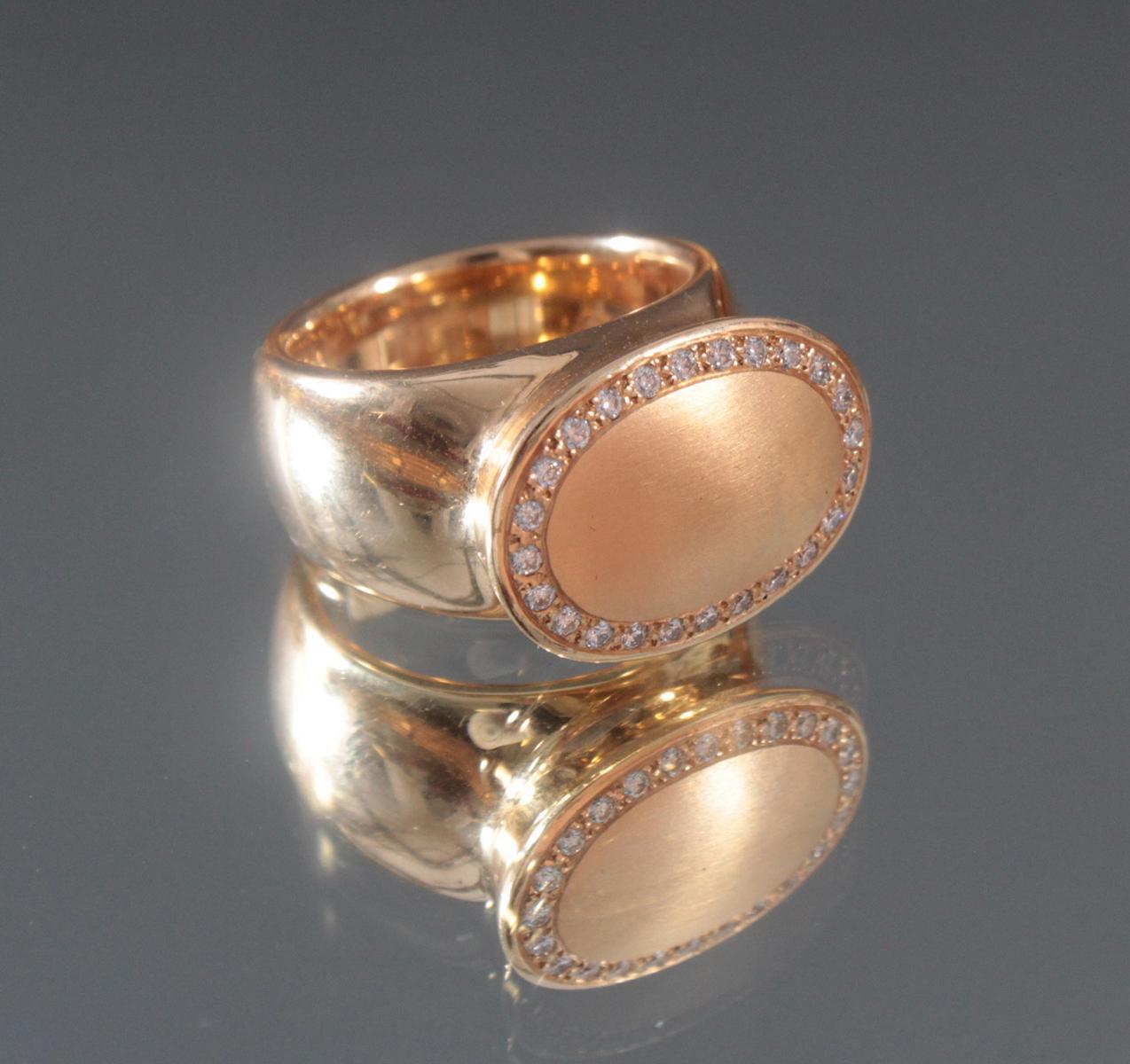 Damenring aus 18 Karat Gelbgold mit Diamanten von insg. ca. 0,24 Karat-2