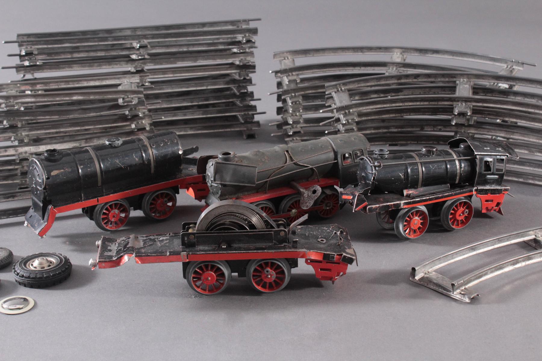 4 Loks mit Uhrwerksantrieb und Gleismaterial-2