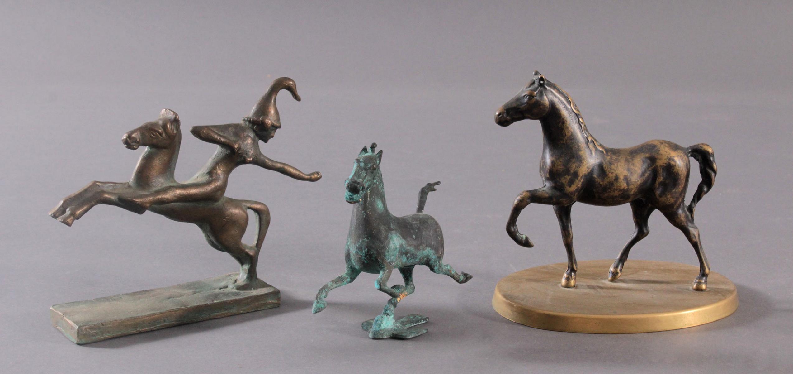 3 Pferdeskulpturen aus Bronze und Messing