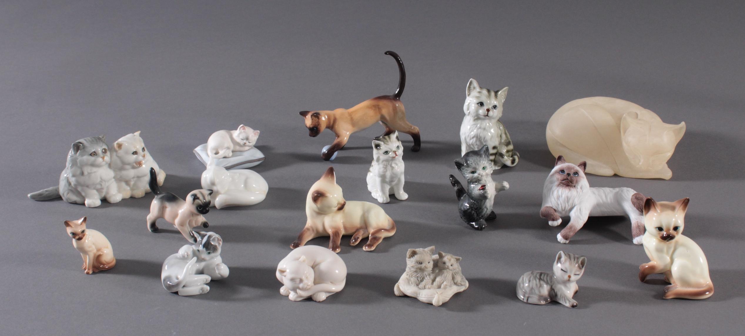 16 diverse Katzenfiguren und 1 Fuchs