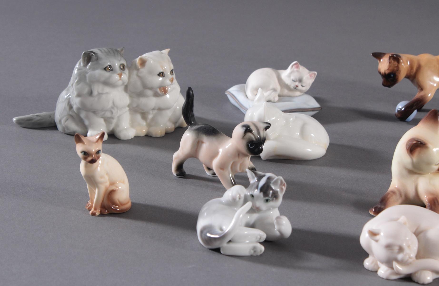 16 diverse Katzenfiguren und 1 Fuchs-2