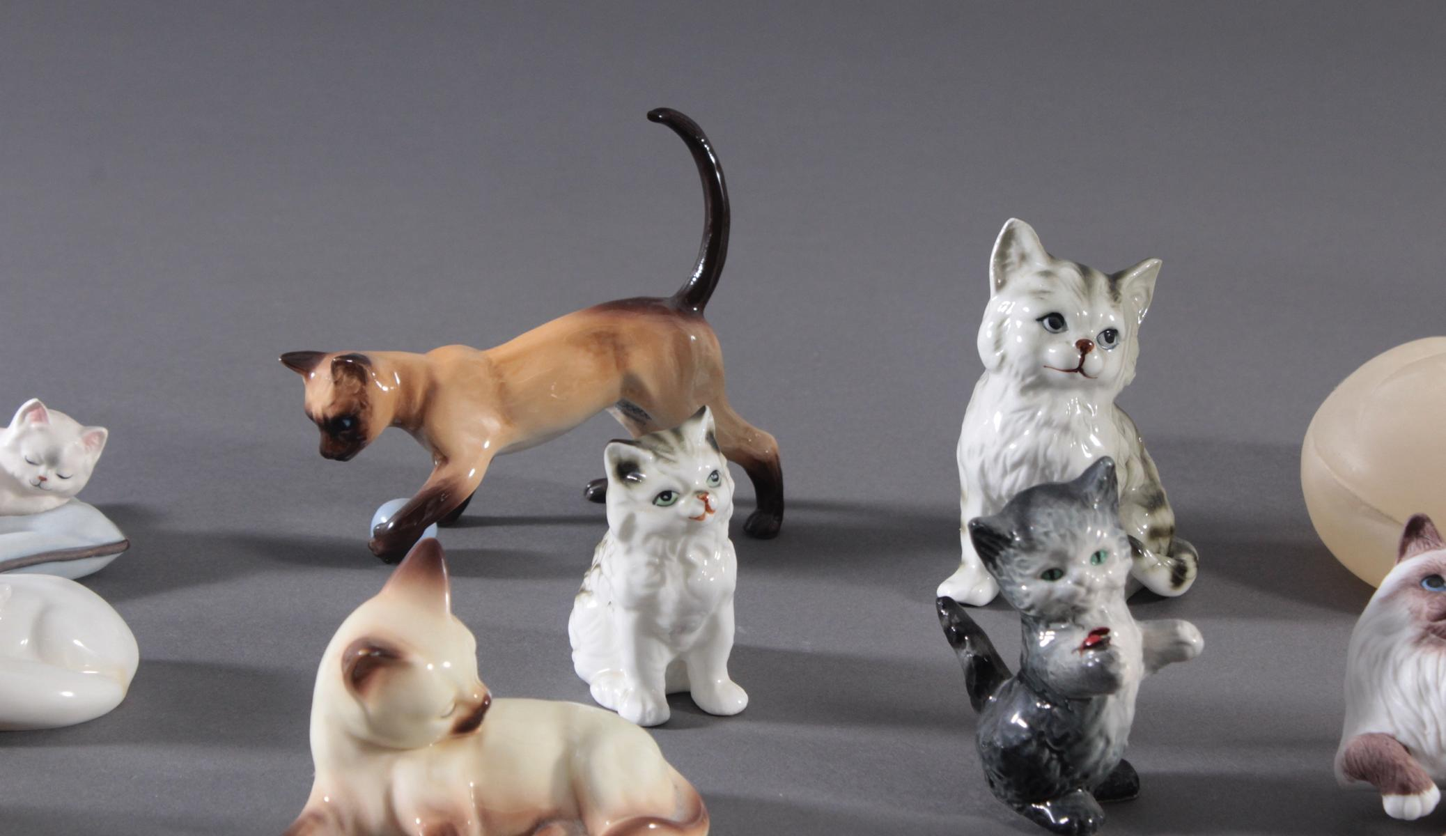 16 diverse Katzenfiguren und 1 Fuchs-3