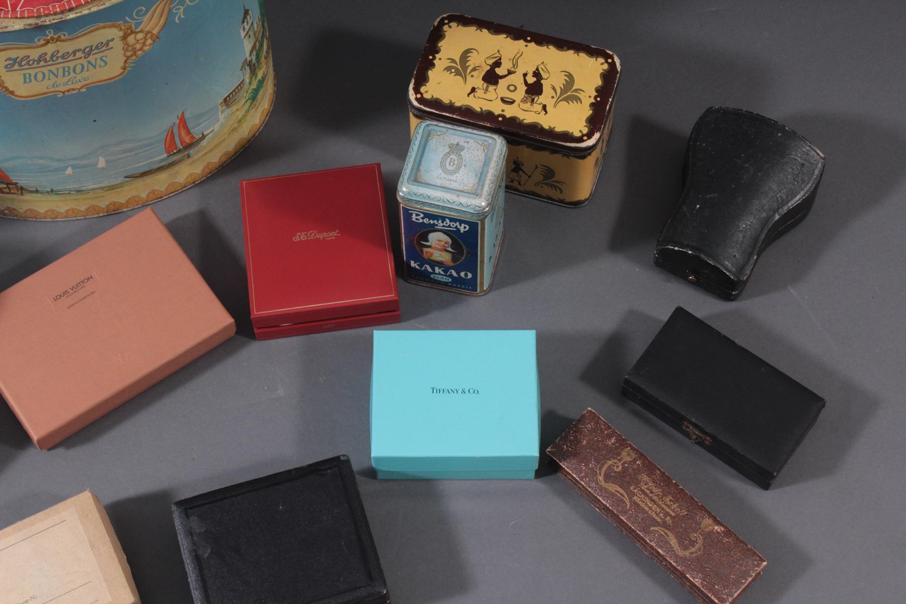 Konvolut Blechdosen, Sodaflasche und Schachteln-6
