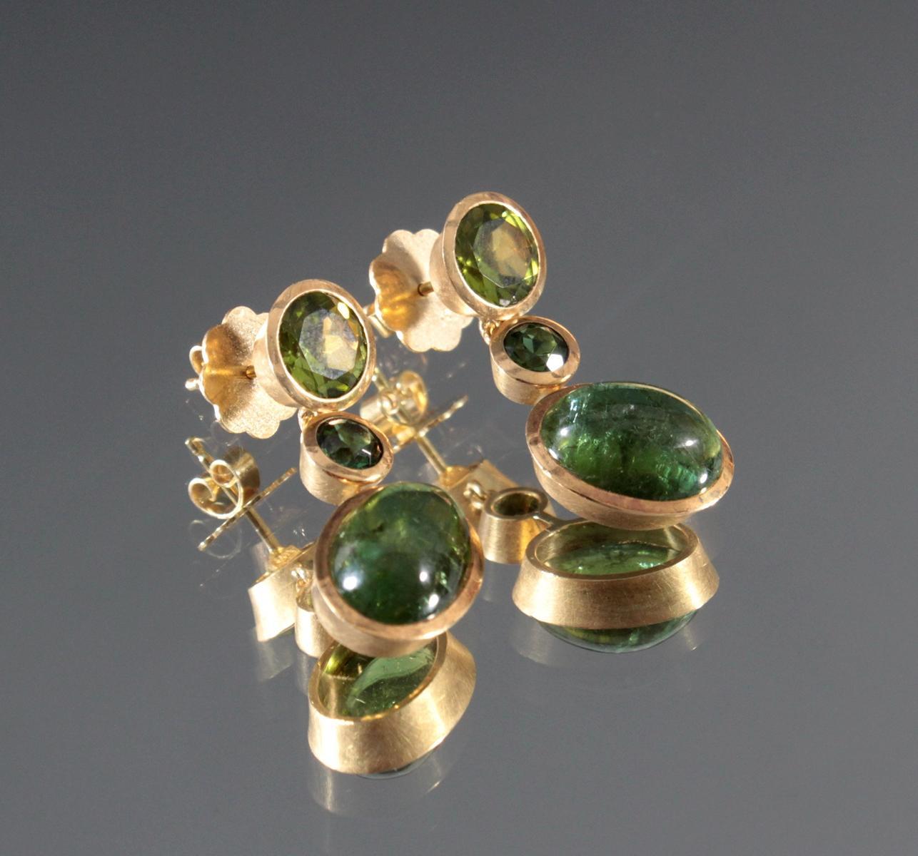 Paar Ohrgehänge mit Turmalin und Peridot, 18 Karat Gelbgold-2