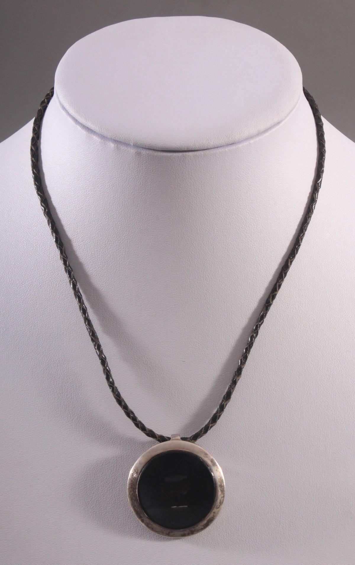 Silberanhänger mit Onyx