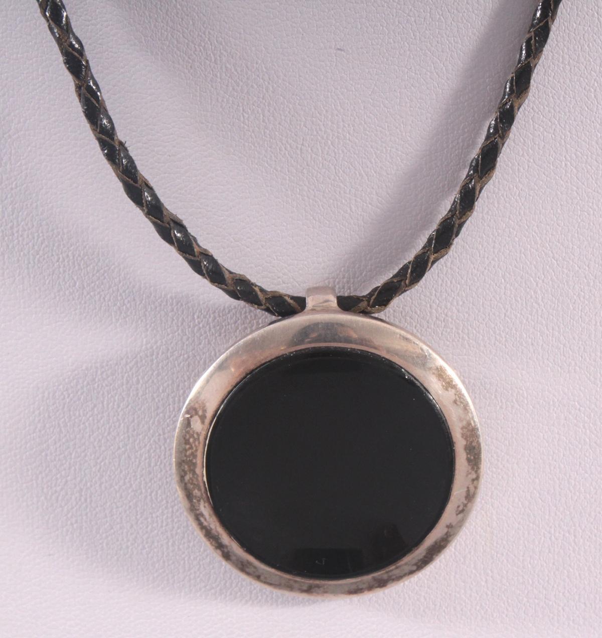 Silberanhänger mit Onyx-2