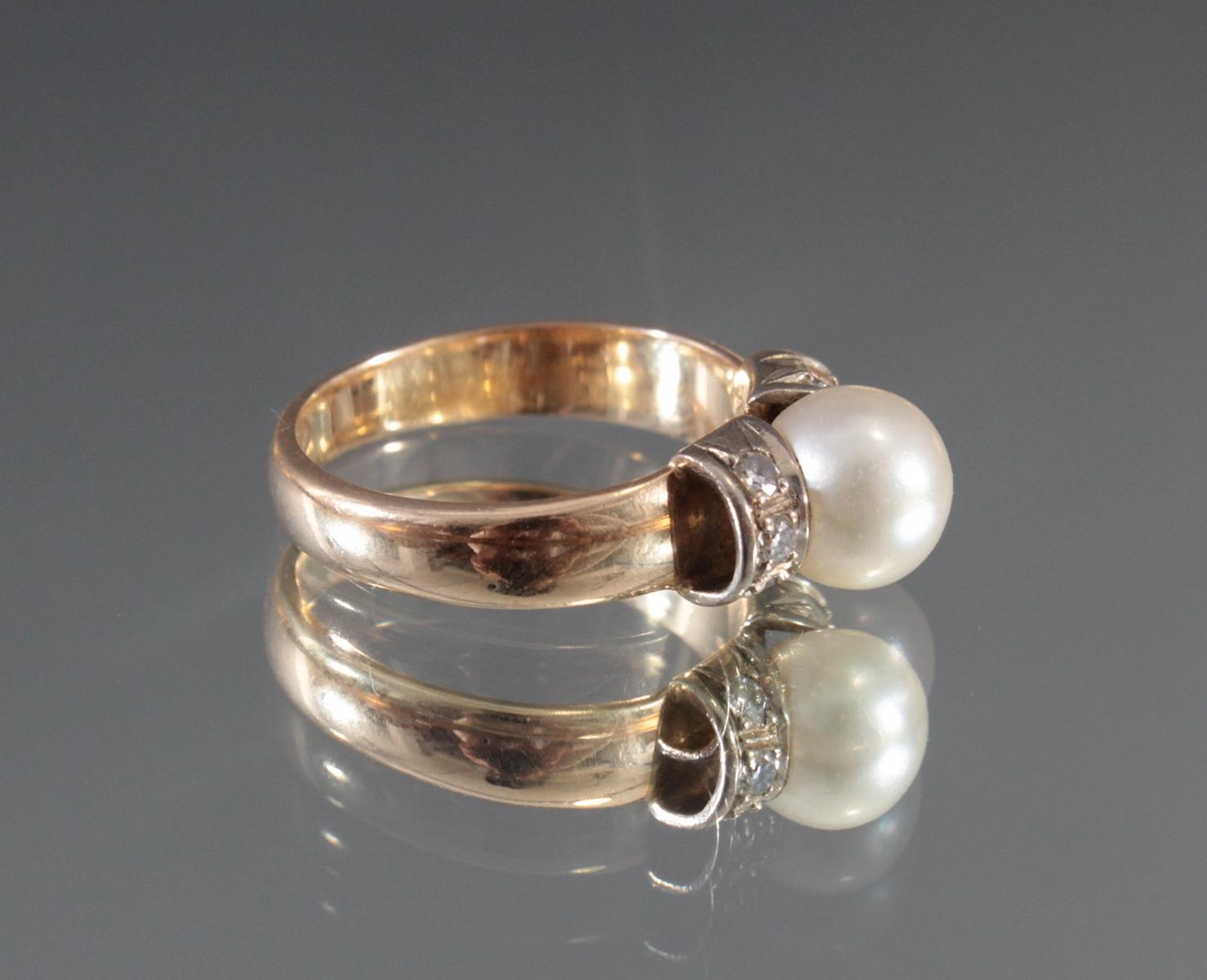 Damenring mit Perle und Diamanten aus 14 Karat Gelbgold-2