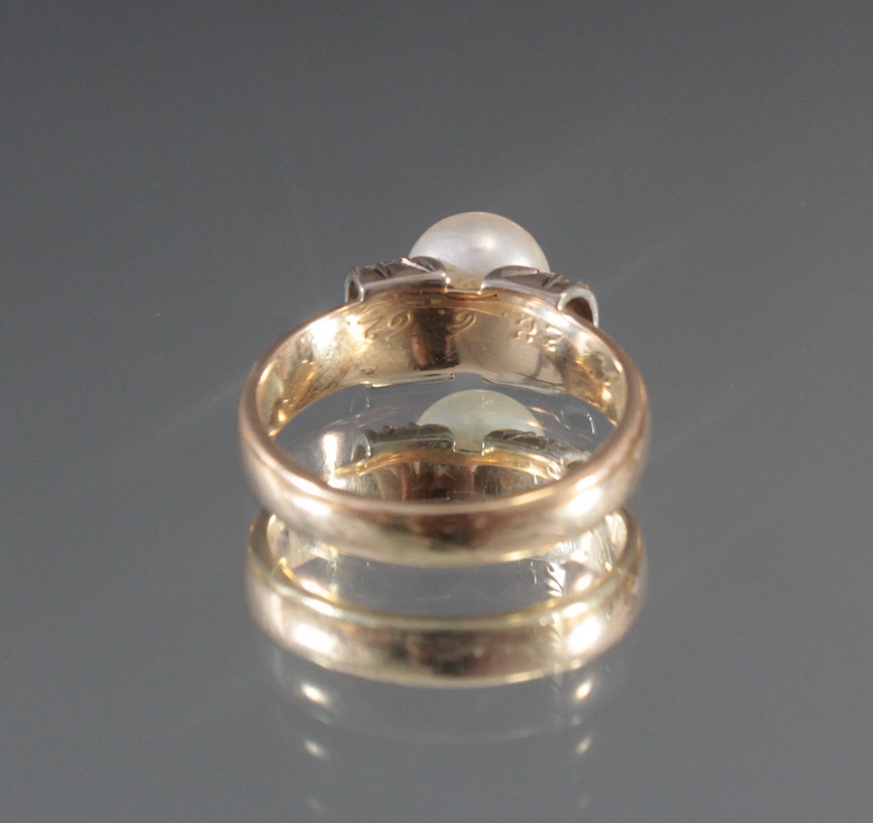Damenring mit Perle und Diamanten aus 14 Karat Gelbgold-3