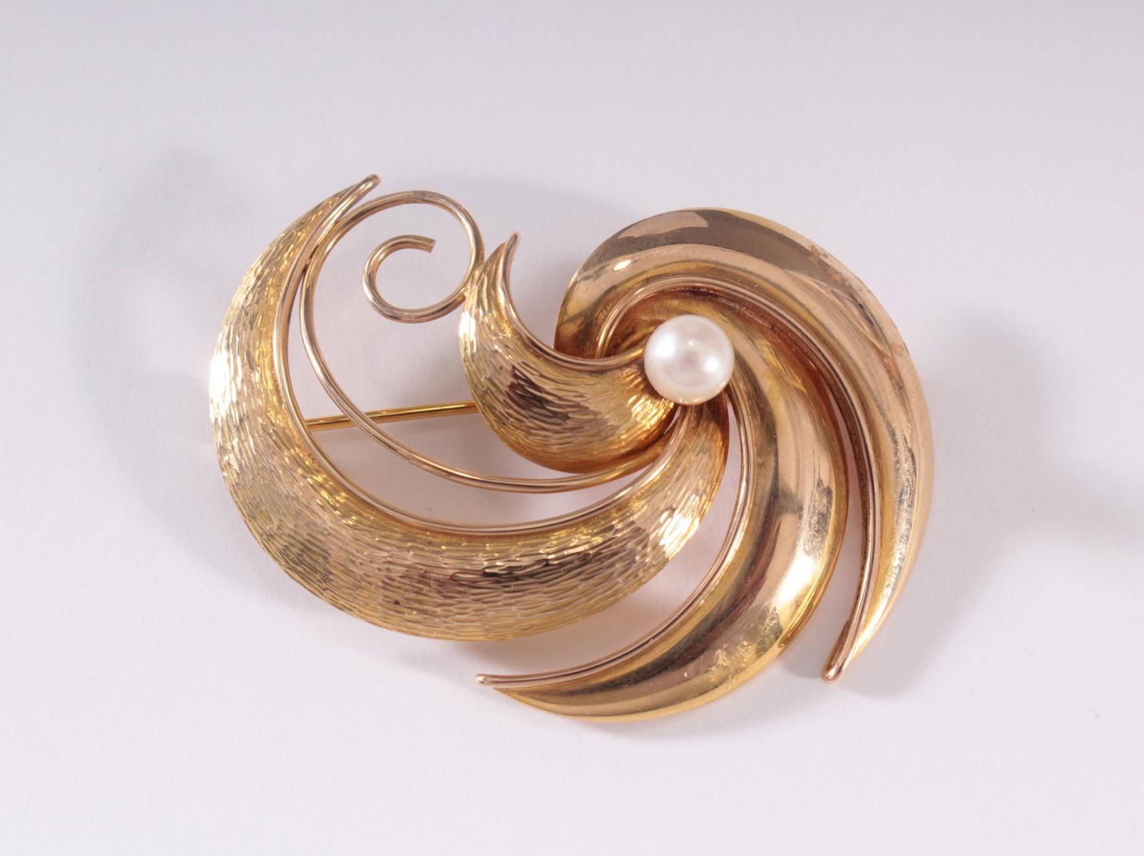 Brosche mit Perle aus 14 Karat Gelbgold