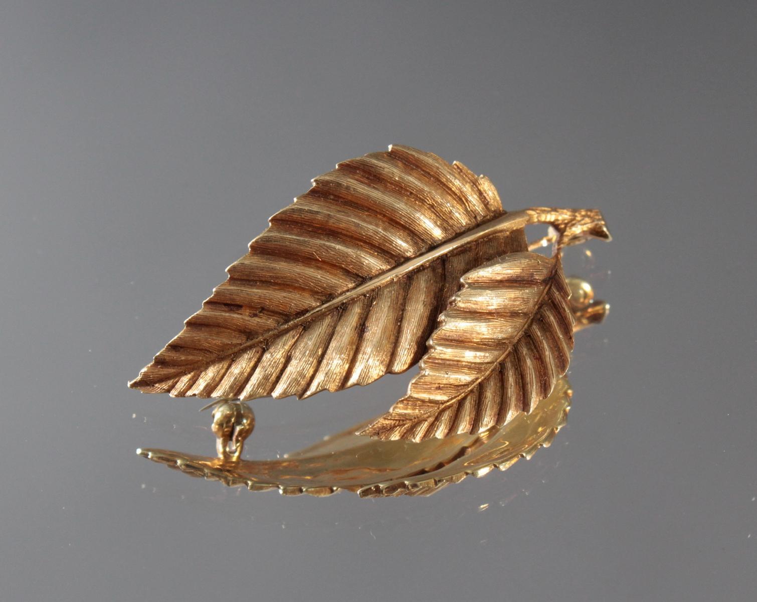 Brosche in Blattform aus 14 Karat Gelbgold-2