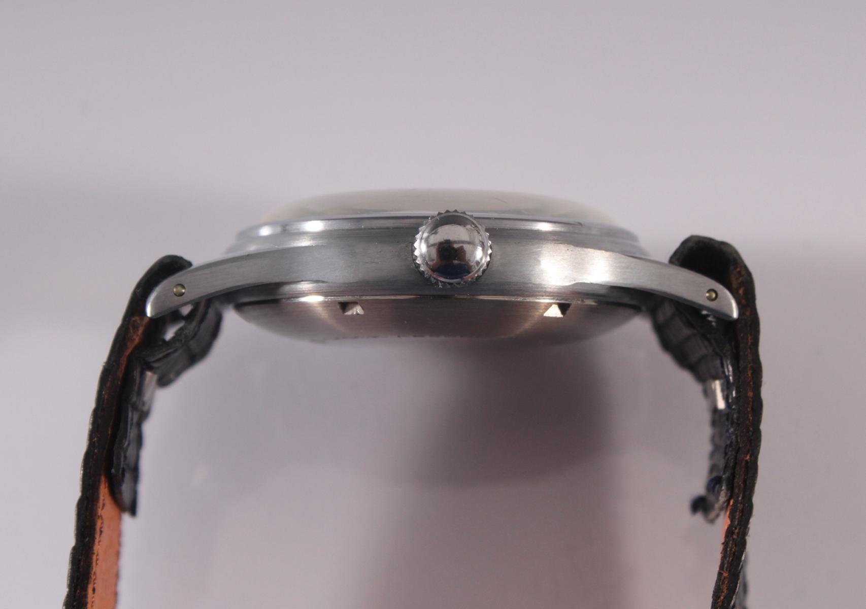Herrenarmbanduhr der Marke Comint Automatic-5
