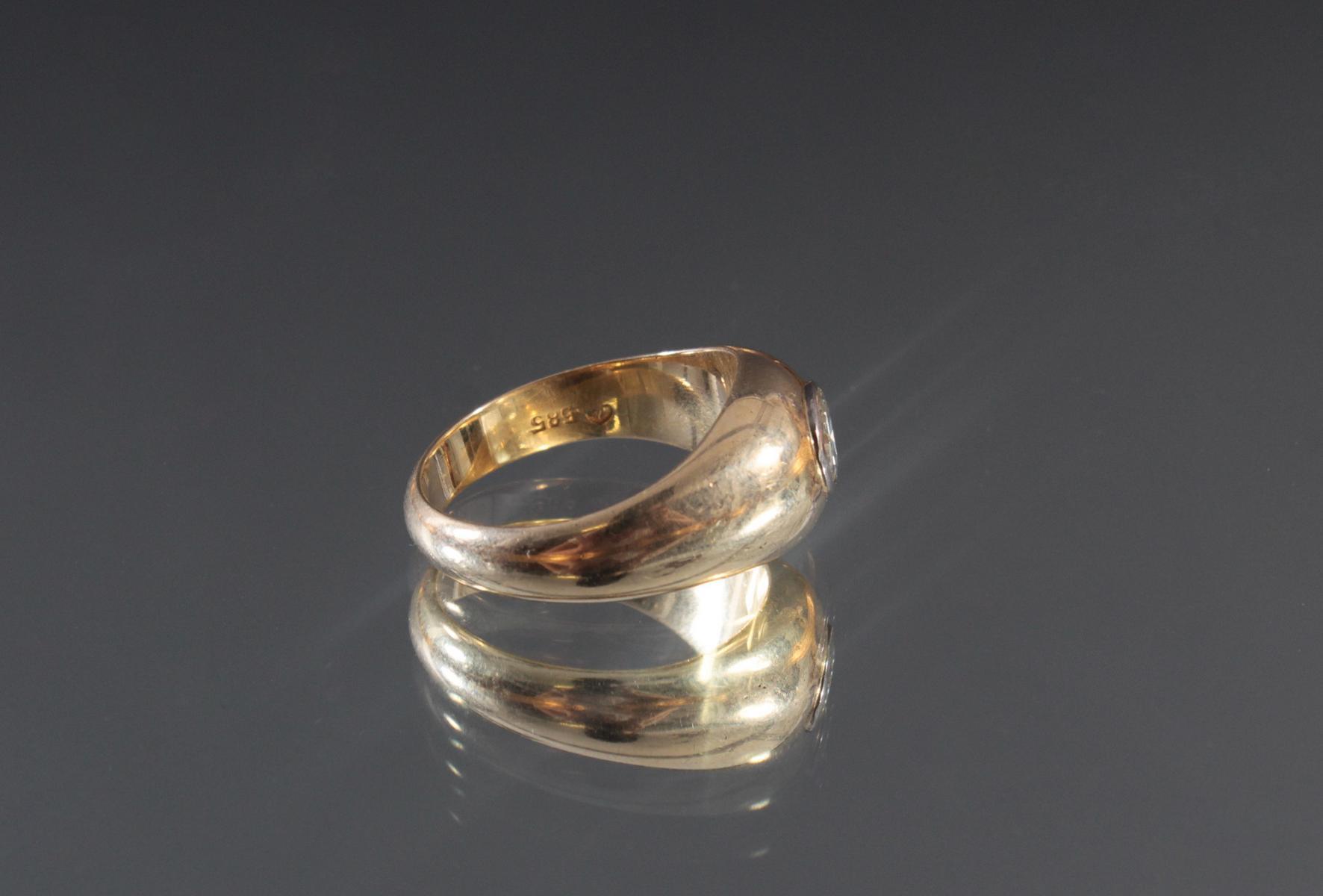 Herrenring aus 14 Karat Gelbgold mit Diamant von 1 Karat-3