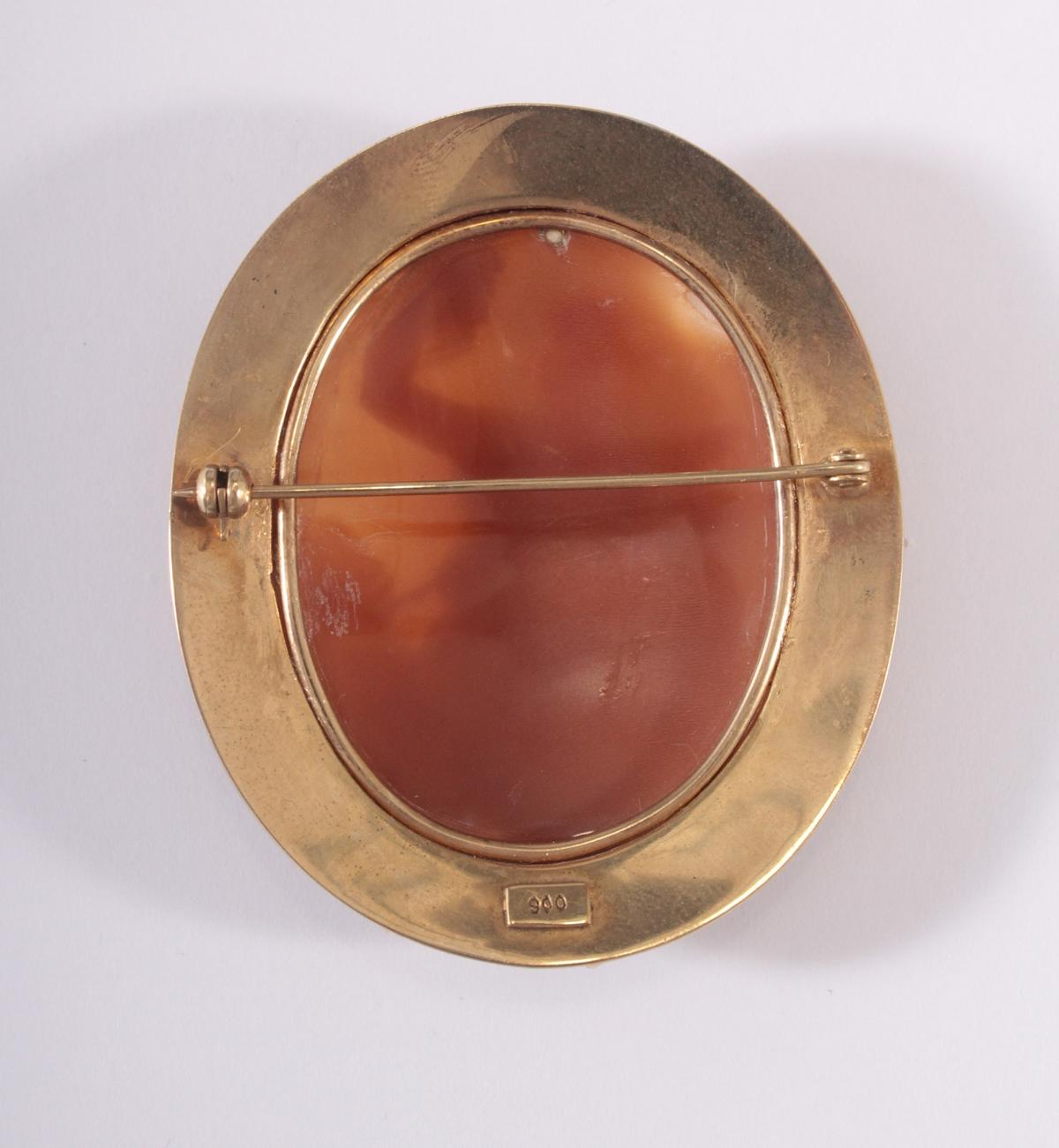 Brosche mit Muschel-Kamee um 1900-2