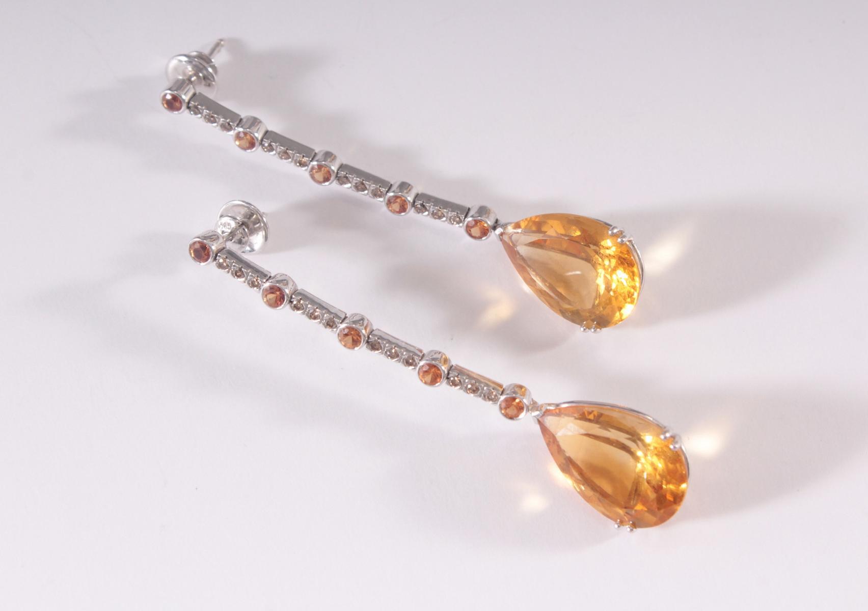 Paar Ohrringe aus 18 Karat Weißgold mit facettierten Citrinen