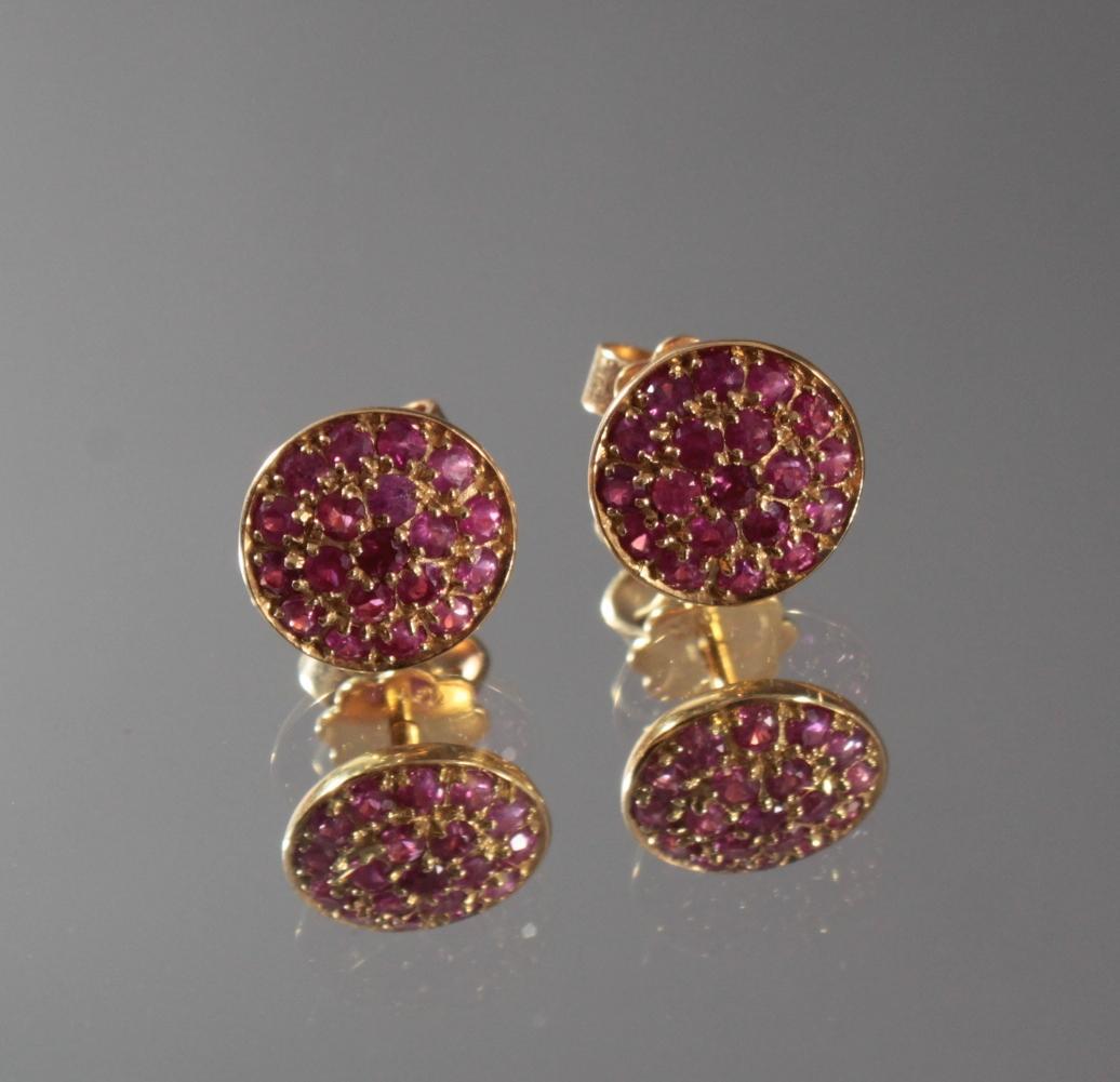 Paar Ohrringe mit Rubinen aus 18 Karat Gelbgold
