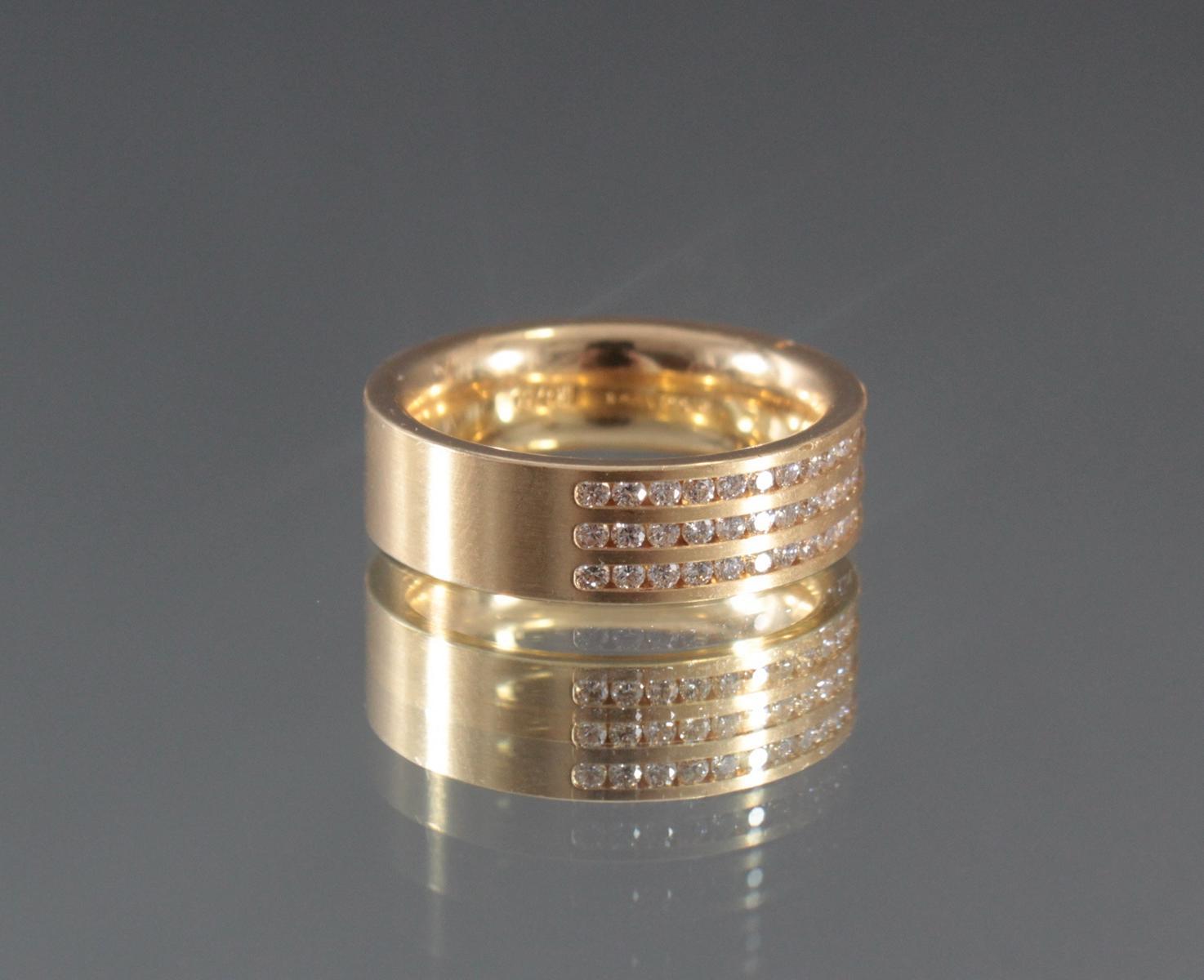 Damenring mit Diamanten aus 18 Karat Weißgold-3