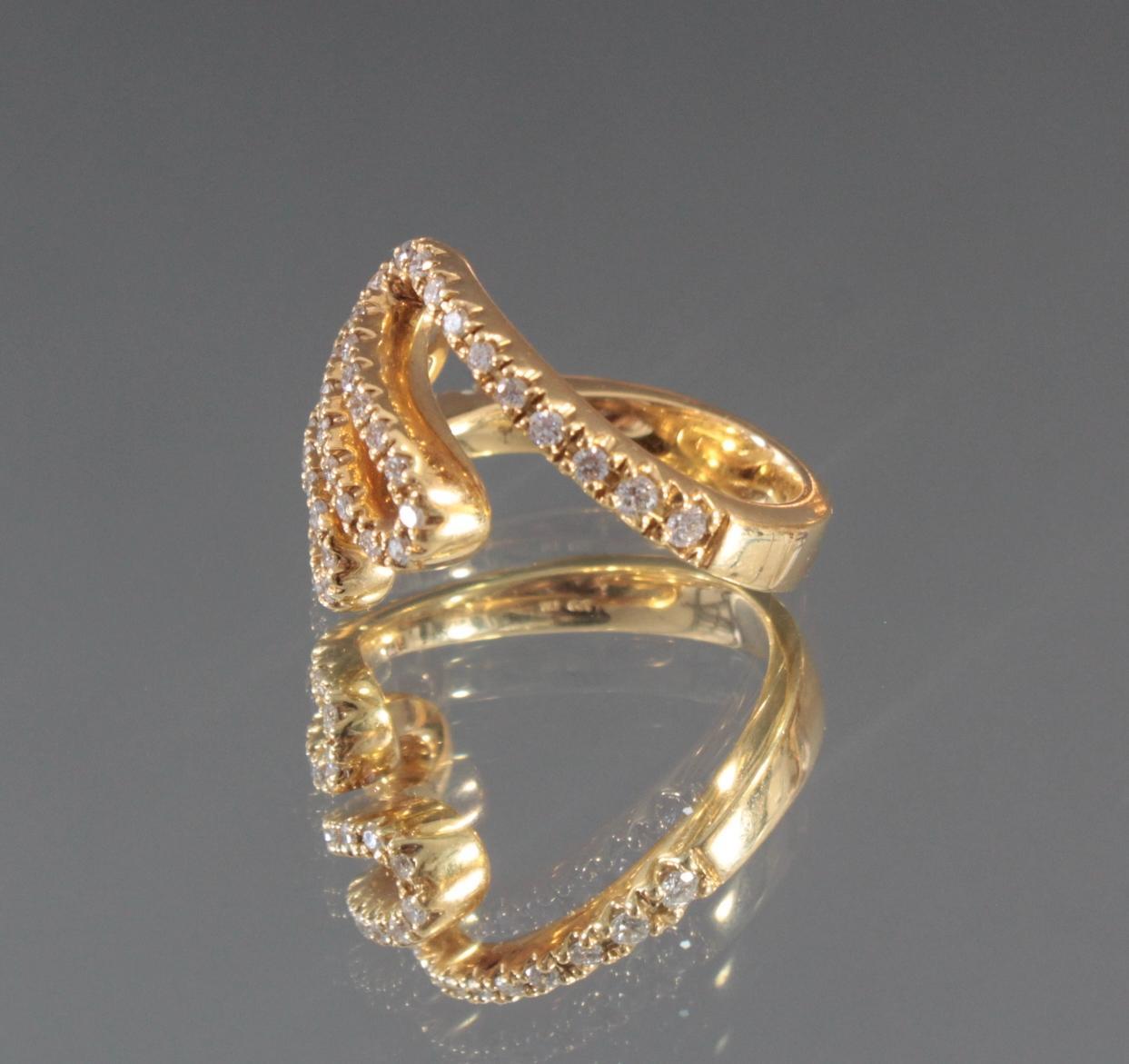 Damenring mit Diamanten aus 18 Karat Gelbgold-2