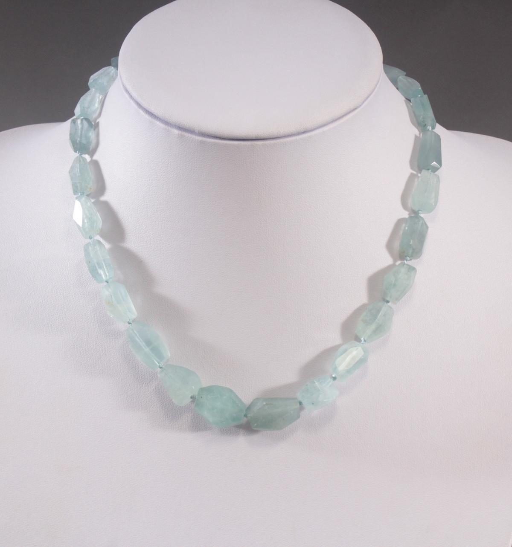 Halskette aus Aquamarin
