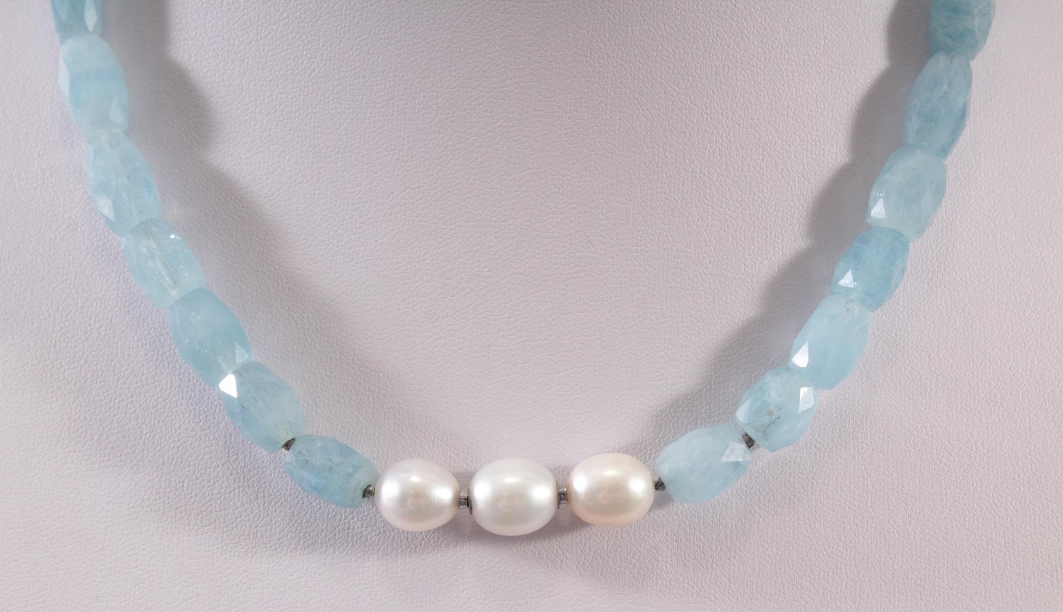Halskette aus Aquamarinen und Perlen-2