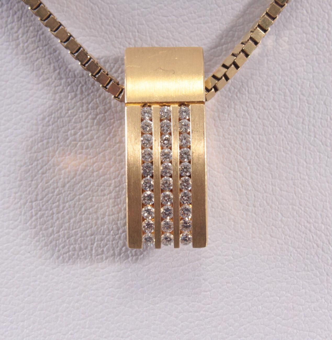 Anhänger mit Diamanten aus 18 Karat Gelbgold
