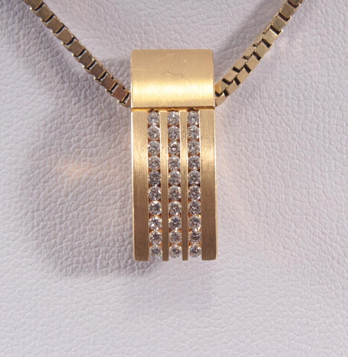 Anhänger mit Diamanten aus 18 Karat Gelbgold-4