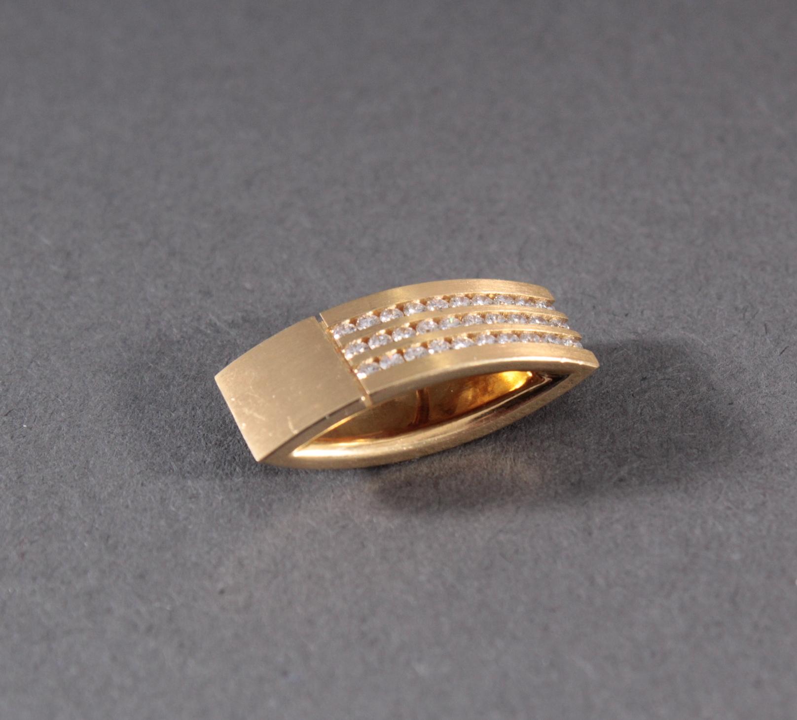 Anhänger mit Diamanten aus 18 Karat Gelbgold-6