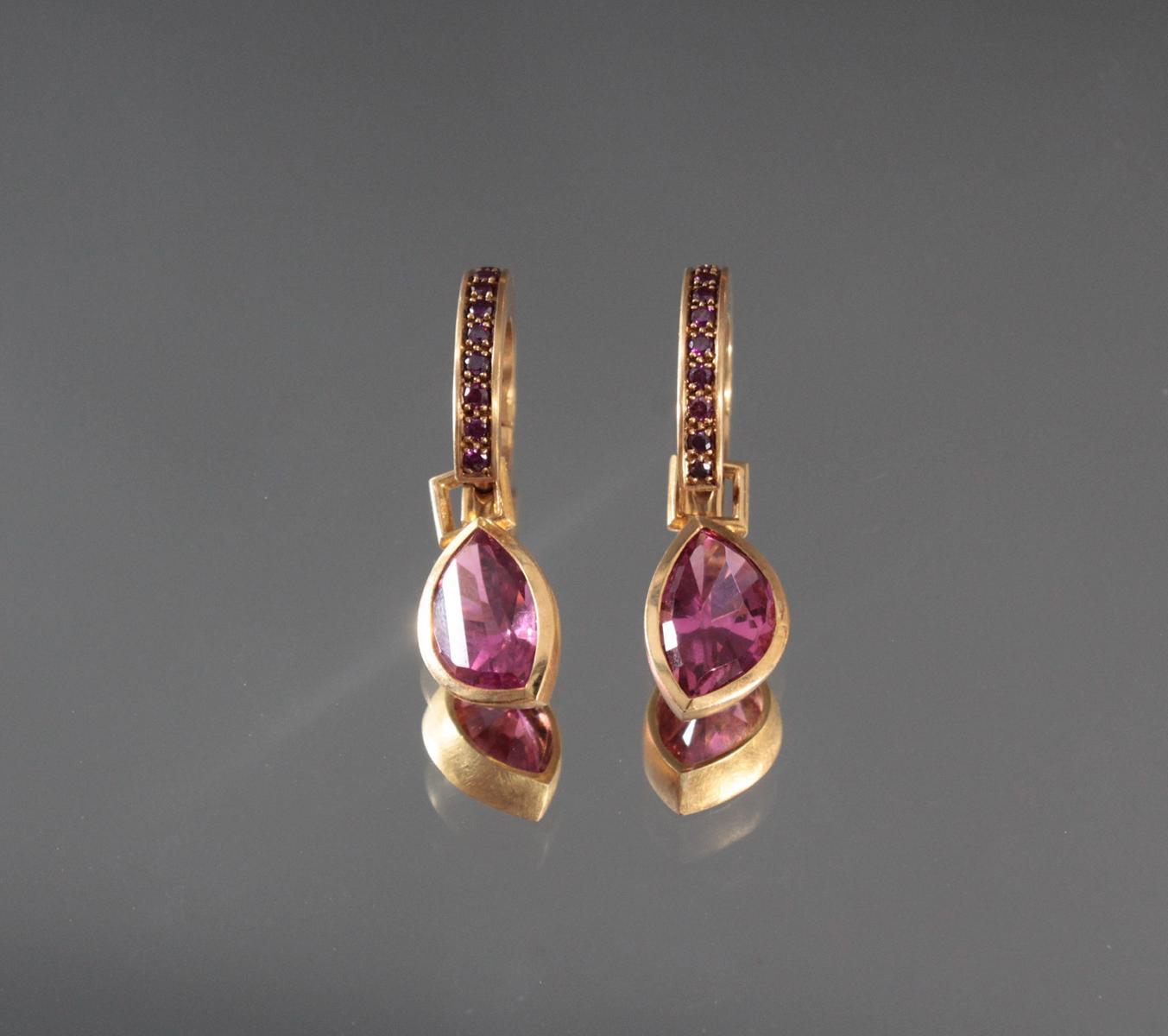 Paar Ohrringe mit facettierten Peridoten aus 18 Karat Gelbgold