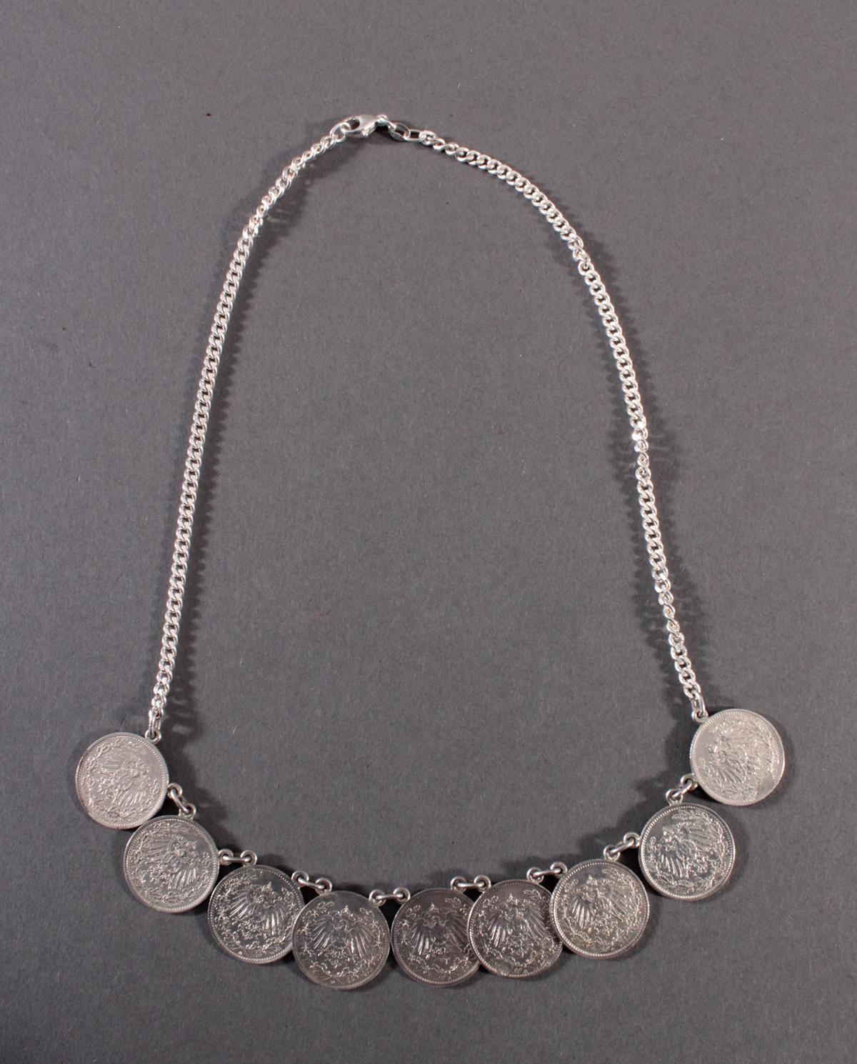 Halskette mit Silbermünzen