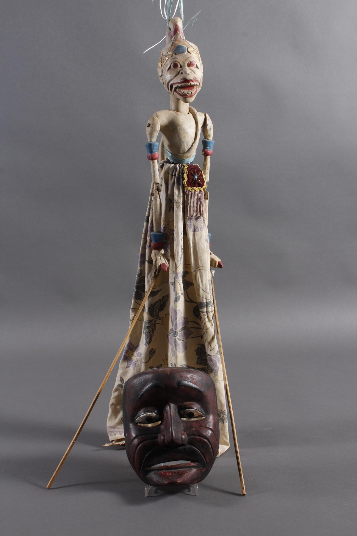 Indonesische Marionette und Maske aus der 1. Hälfte des 19. Jh.