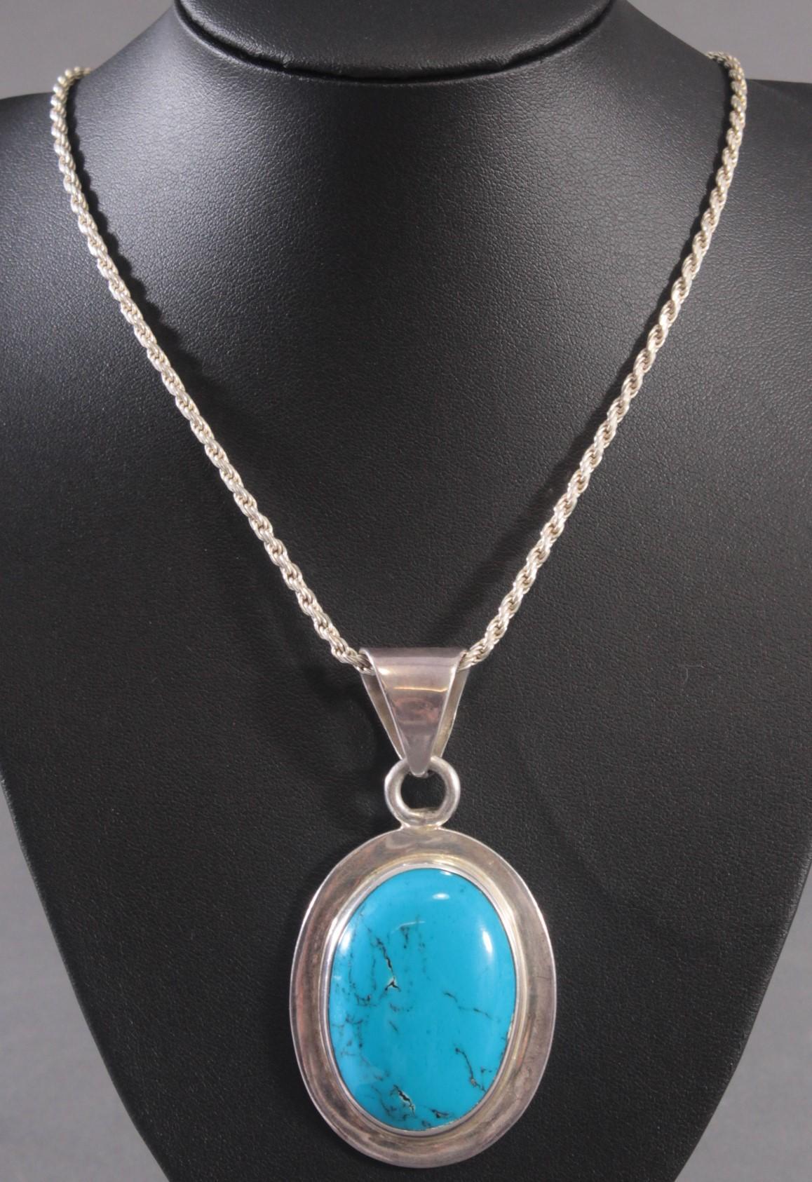 Silberne Halskette mit großem Türkisanhänger