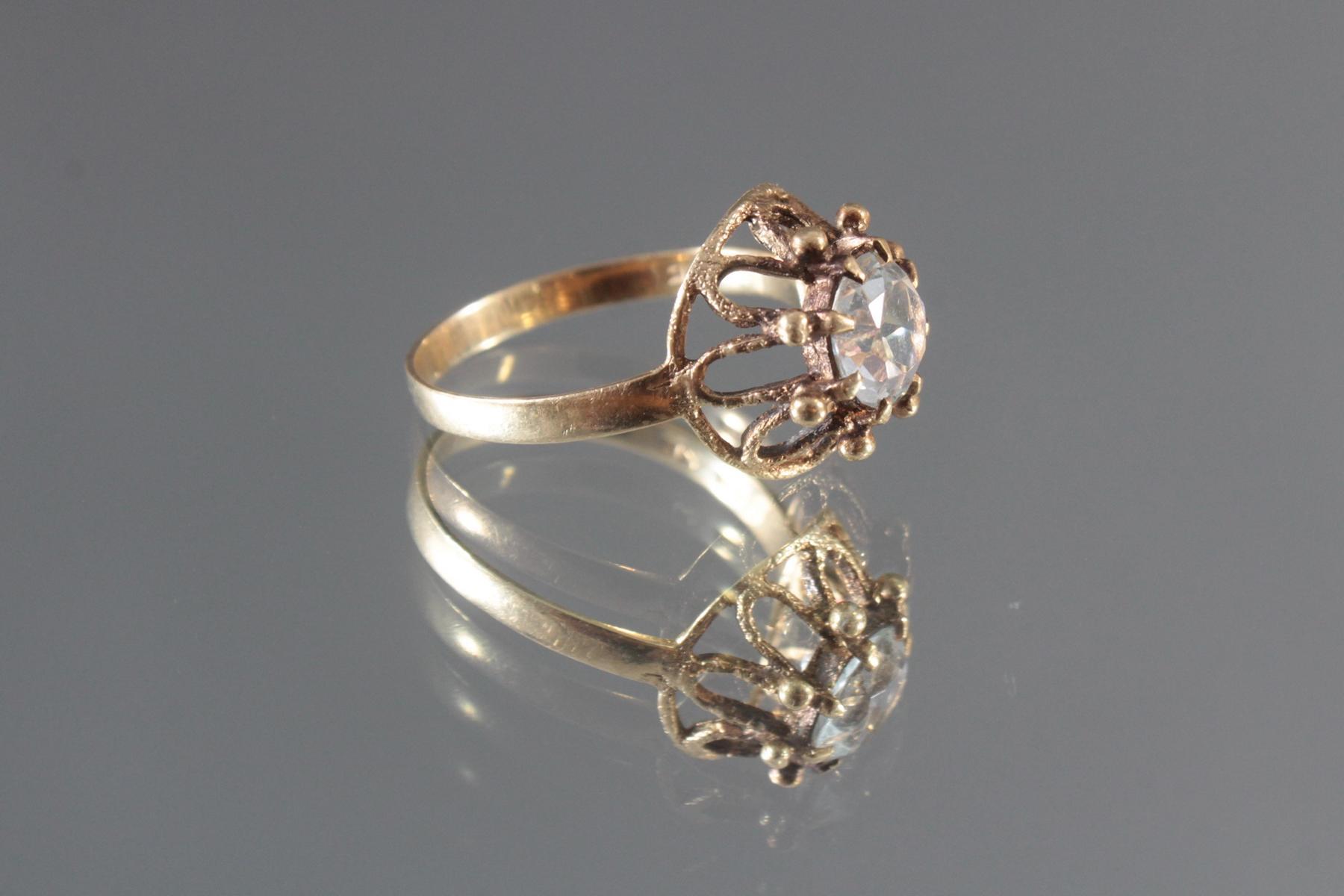 Antiker Damenring mit Zirkonia im Diamantschliff, 14 Karat Gelbgold-2