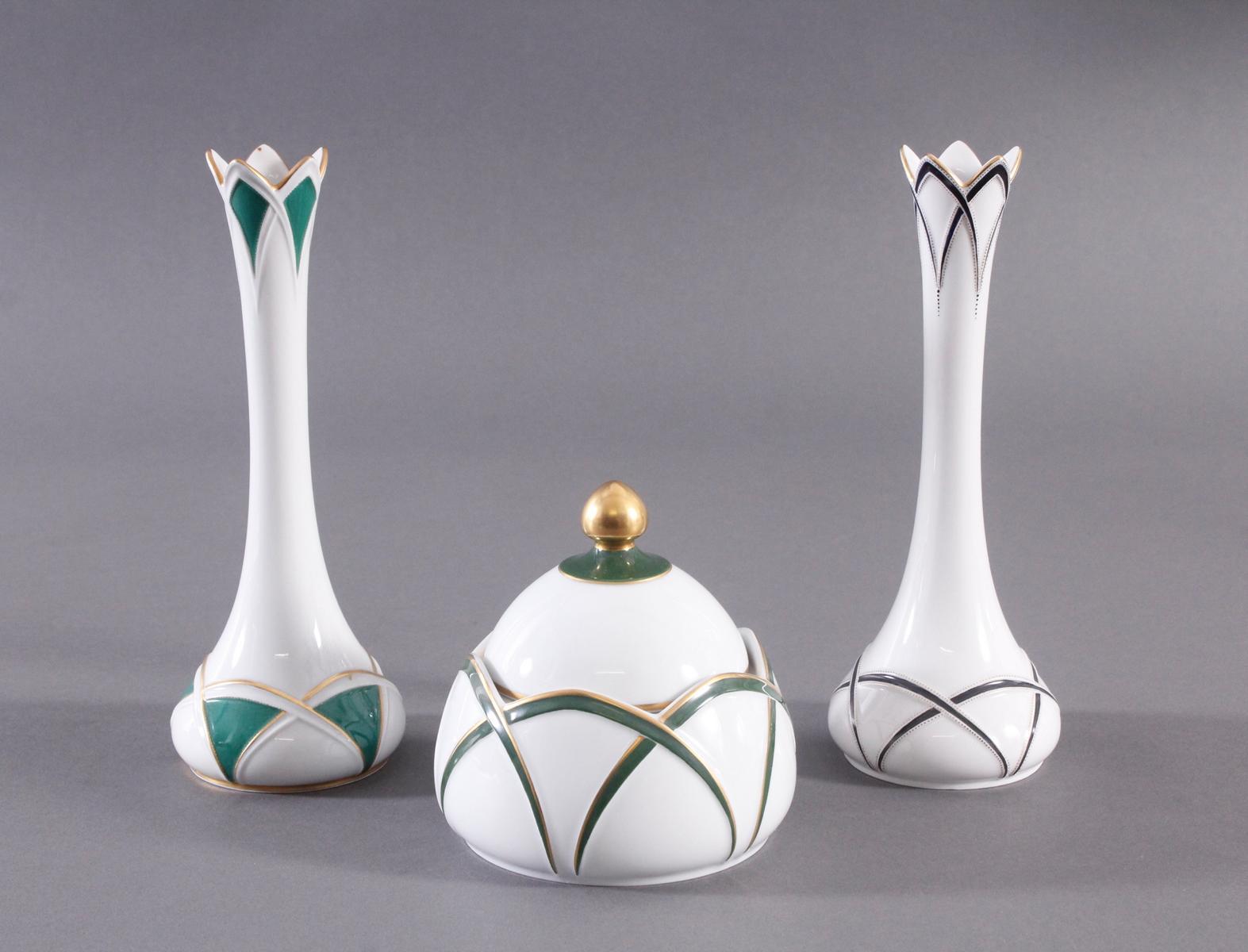 2 Vasen und 1 Deckeldose Höchst