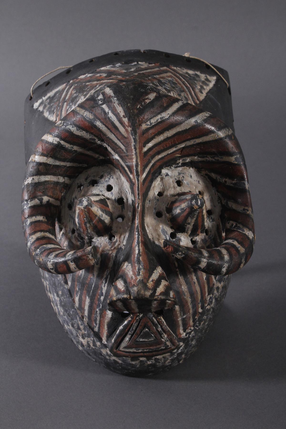 Antike Maske der Kuba-Ngeende, Kongo
