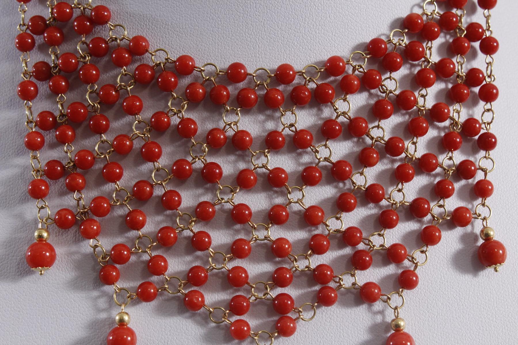 Collier mit roten Korallenkugeln aus 18 Karat Gelbgold-2