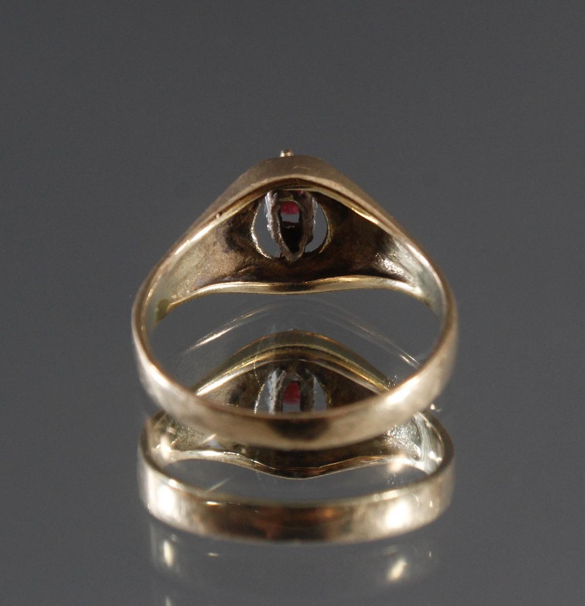 Damenring mit Rubin und 2 kleinen Diamanten, 8 Karat Gelbgold-3