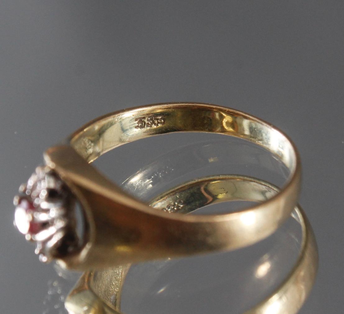 Damenring mit Rubin und 2 kleinen Diamanten, 8 Karat Gelbgold-4