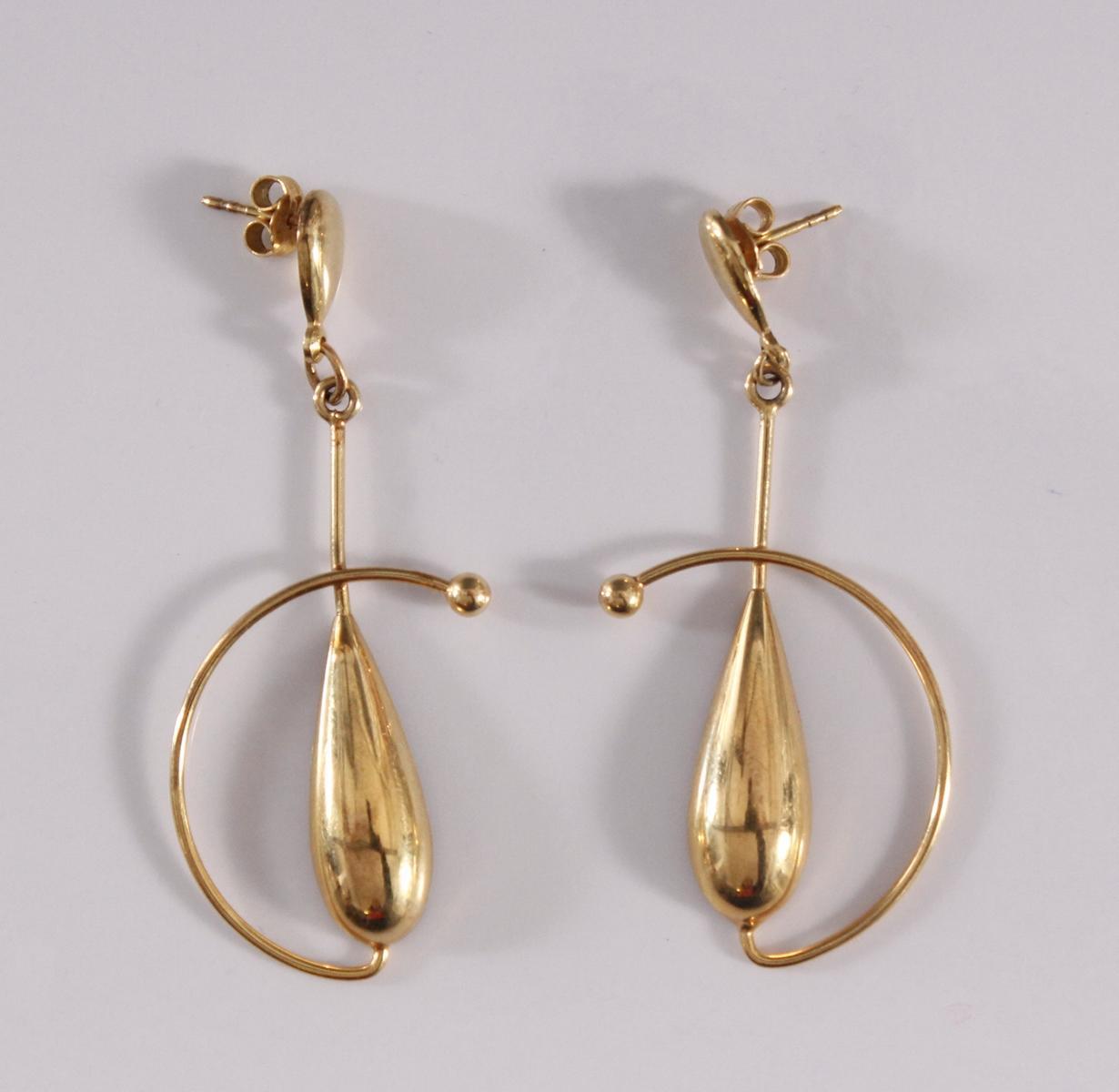 Paar Ohrgehänge, 8 Karat Gelbgold