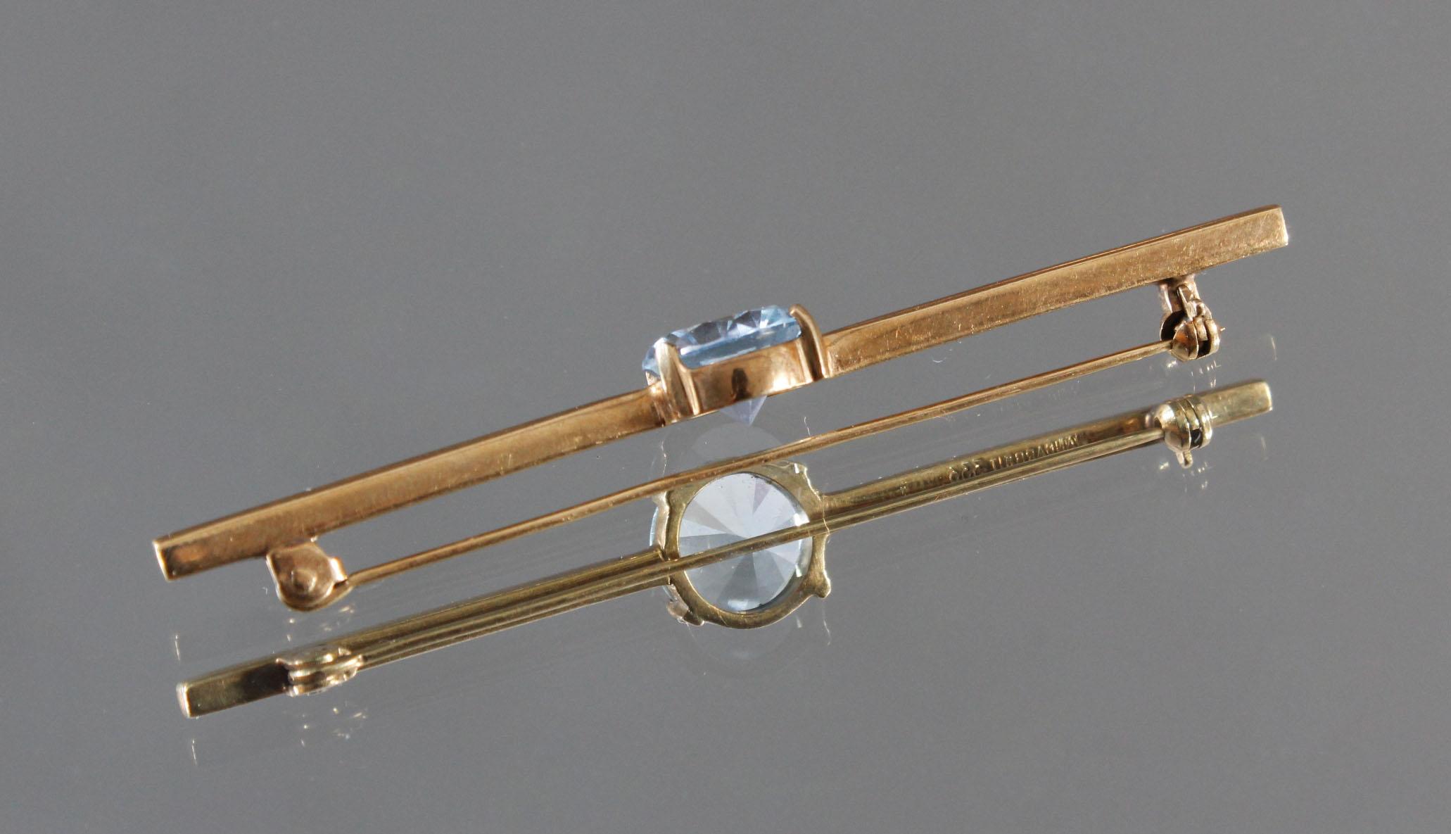 Stabbrosche mit Aquamarin im Brillantschliff, 8 kt Gelbgold-2