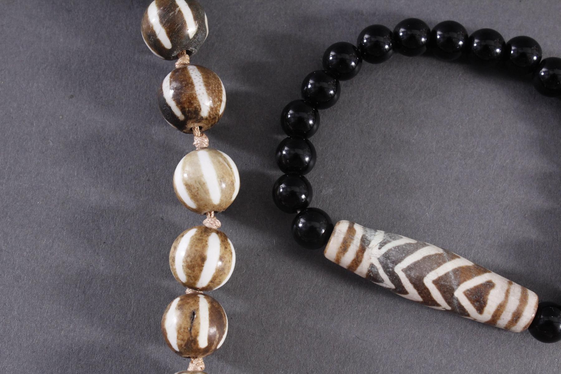 Tibet, Armband und Halskette mit Dzi-Perlen-2