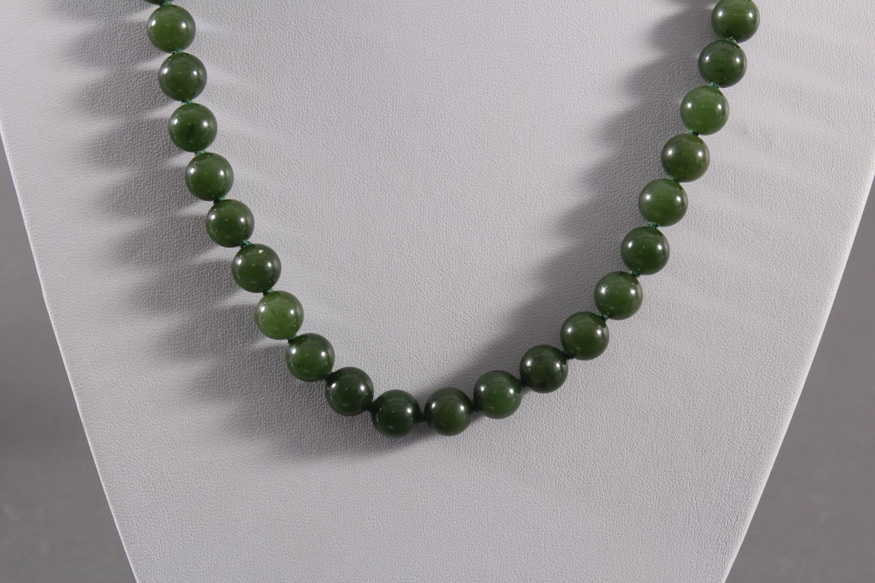 Jade-Halskette-2