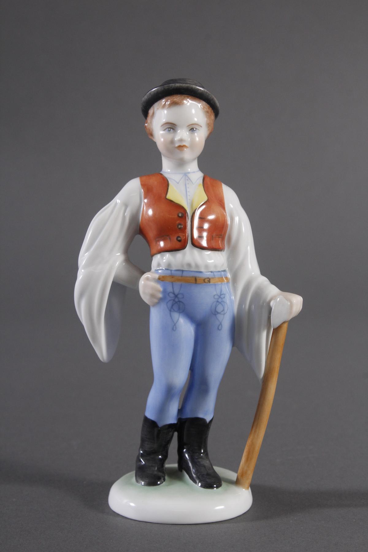 Herend-Figur, Ungarn, 'Trachten Junge mit Axt'
