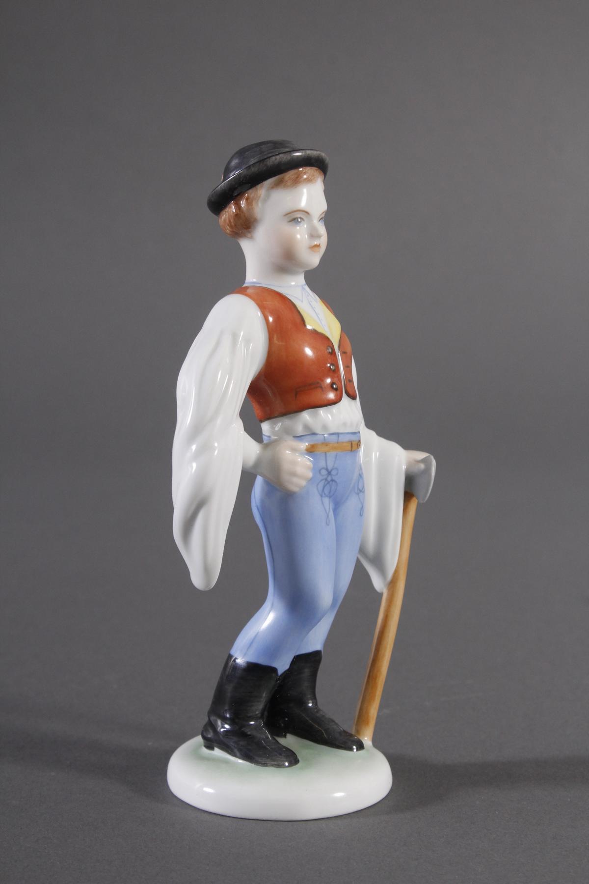 Herend-Figur, Ungarn, 'Trachten Junge mit Axt'-2