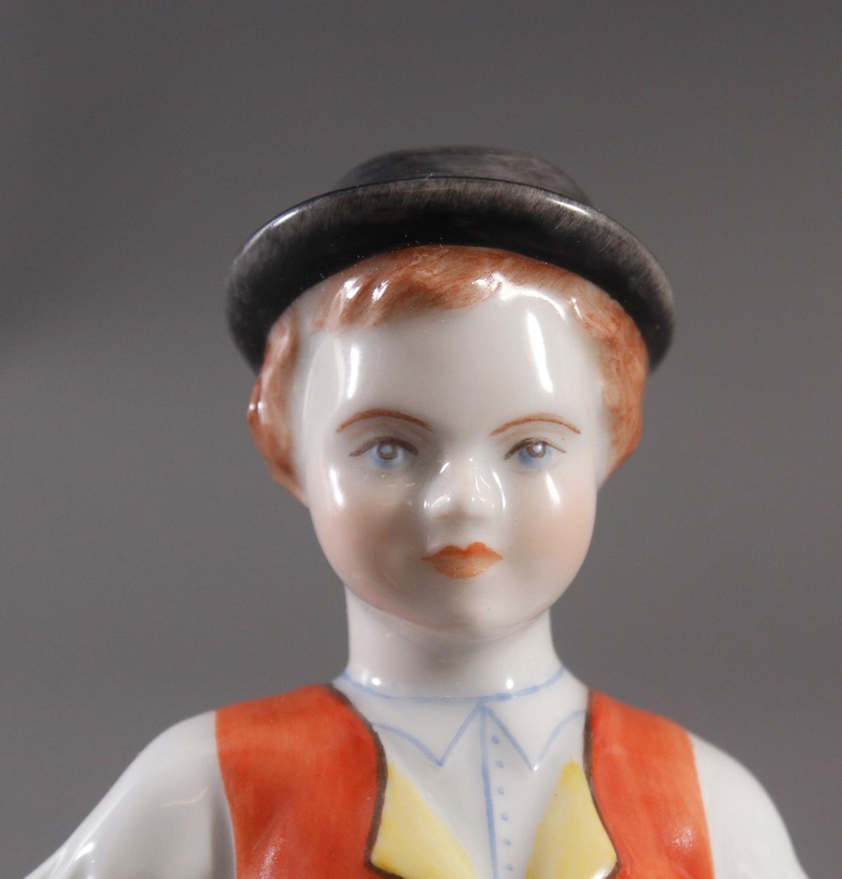 Herend-Figur, Ungarn, 'Trachten Junge mit Axt'-3