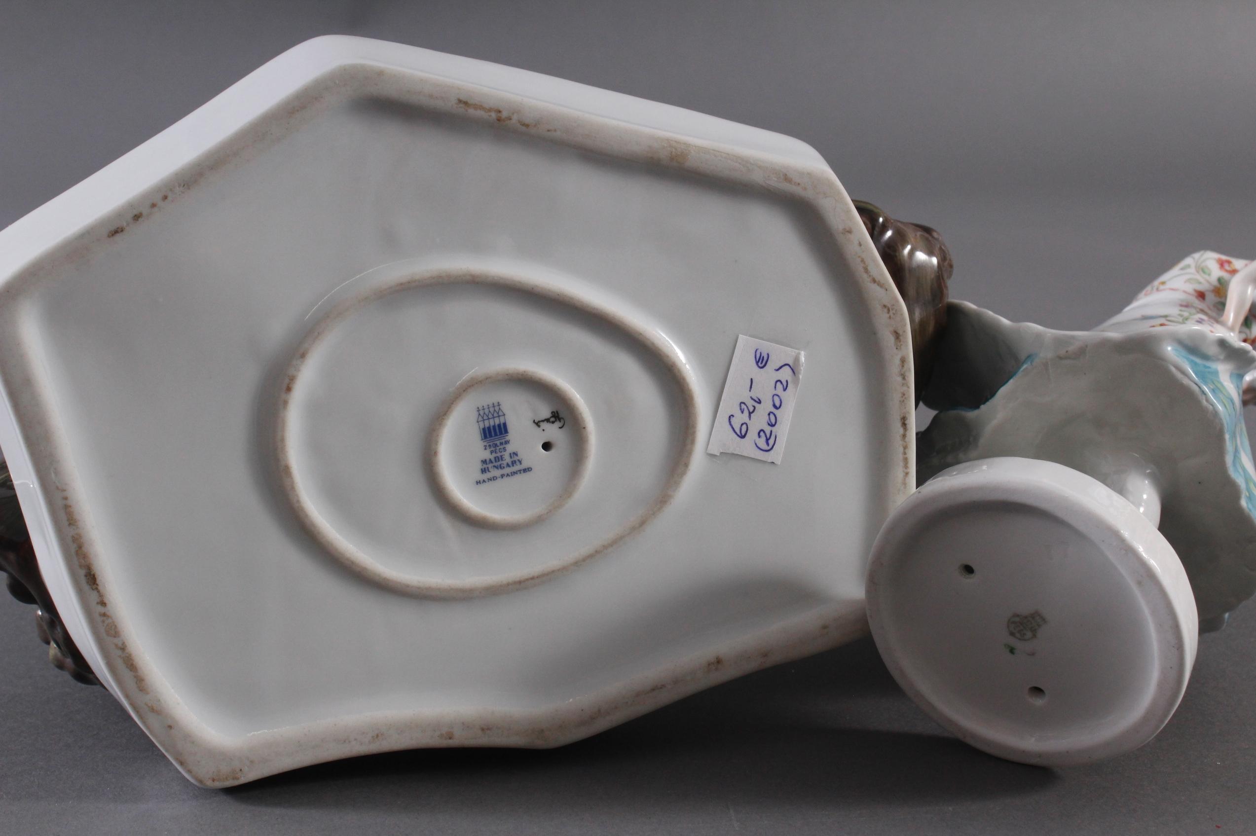 Porzellanfigur, Ungarn, 'Tänzerin in Trachten' und 'Bäuerin auf Reisigbündel sitzend'-4
